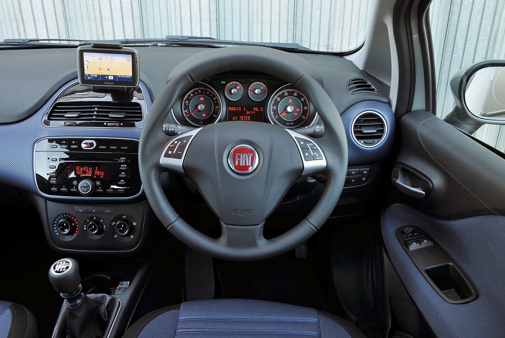 Fiat punto evo hatchback review 2010 2012 parkers for Del interior punto com