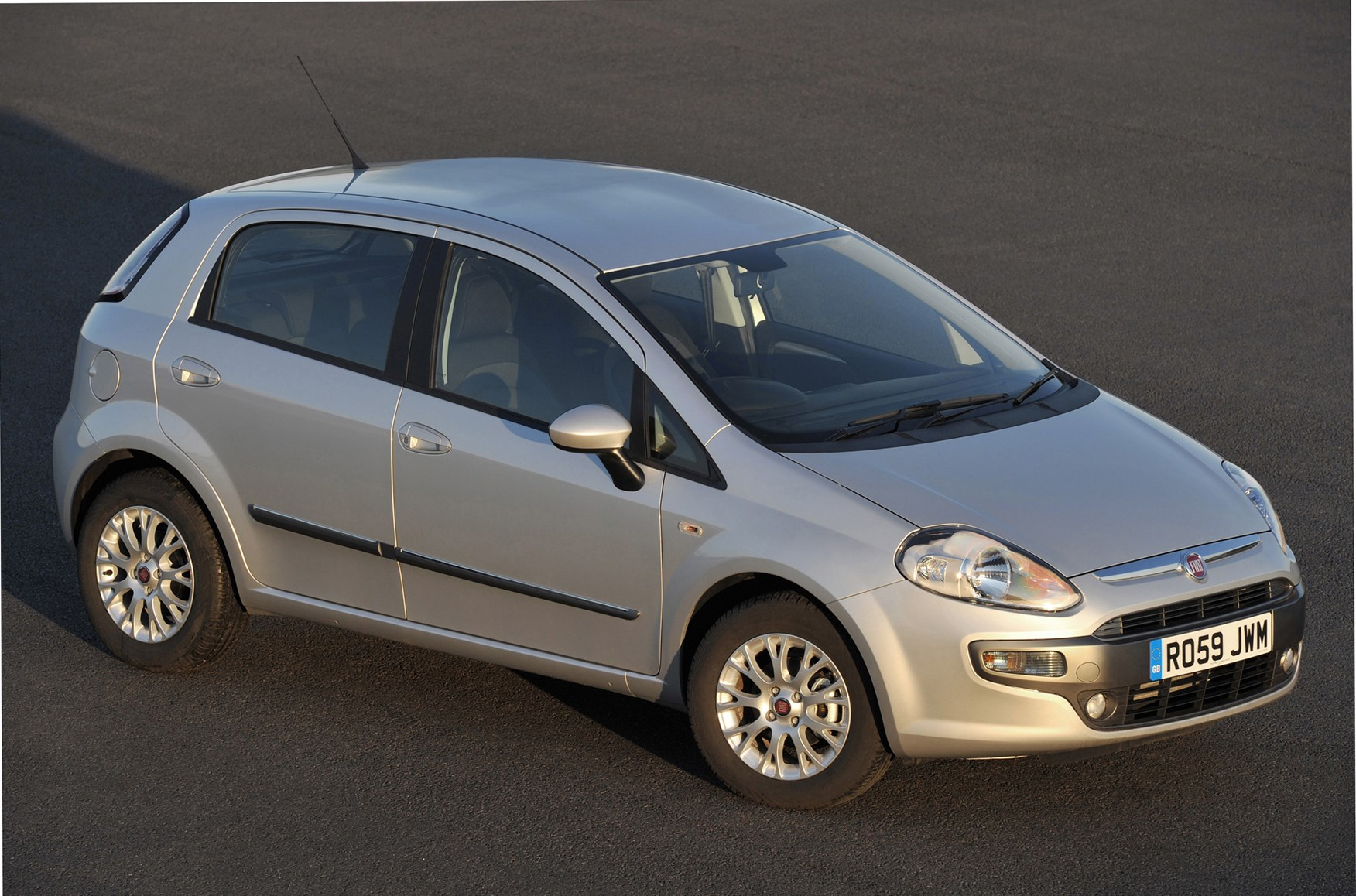 fiat punto evo hatchback review 2010 2012 parkers. Black Bedroom Furniture Sets. Home Design Ideas