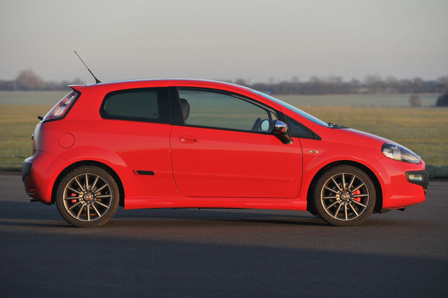 Office Paint Fiat Punto Evo Hatchback Review 2010 2012 Parkers