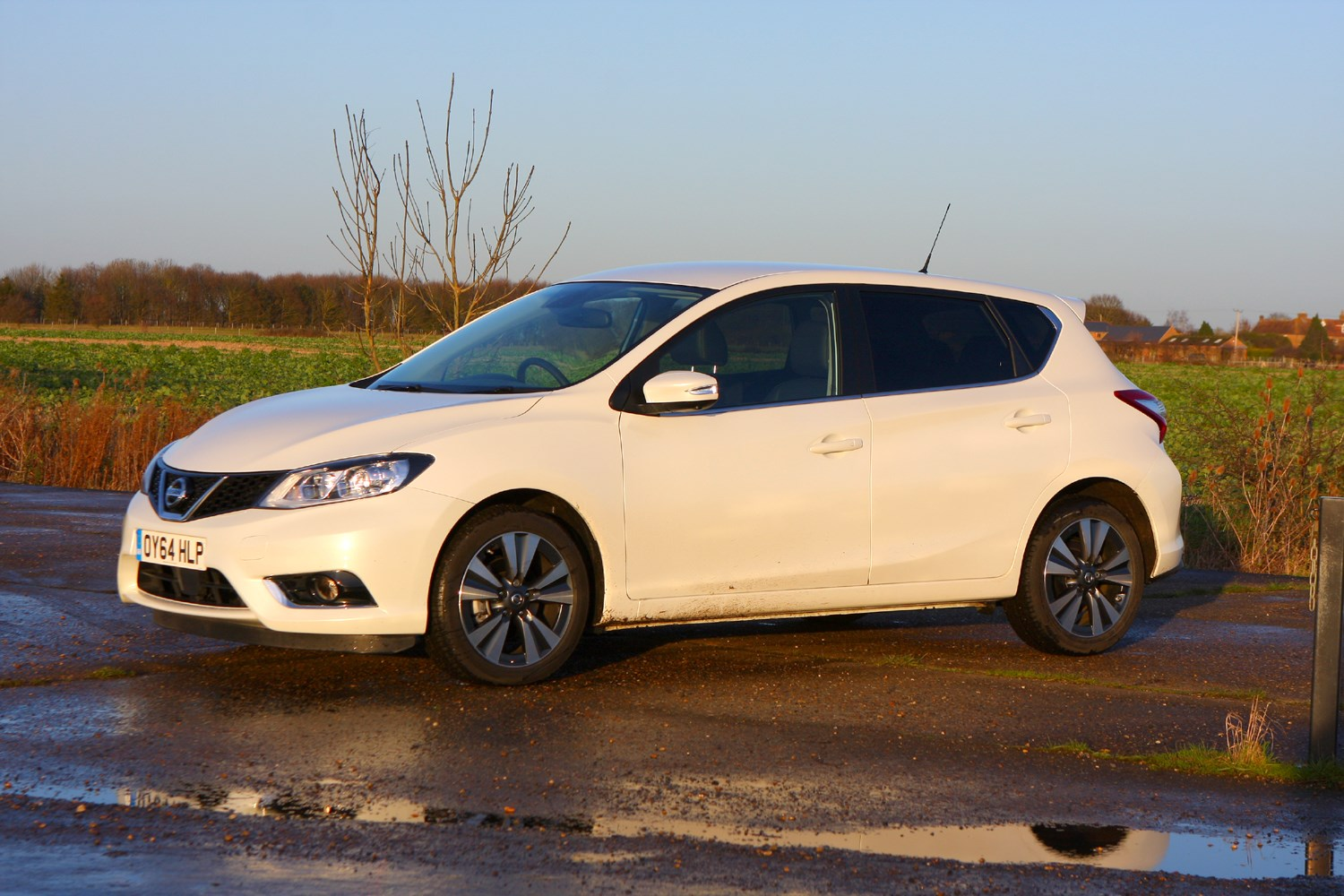 nissan pulsar hatchback 2014 features equipment and