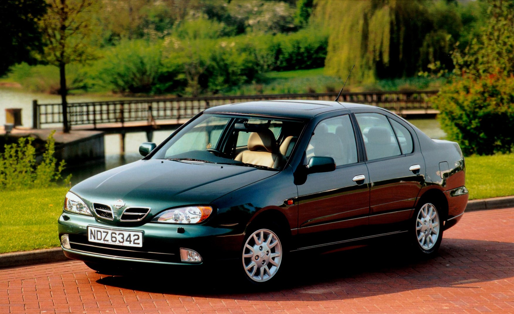 nissan primera saloon review 1999 2002 parkers. Black Bedroom Furniture Sets. Home Design Ideas