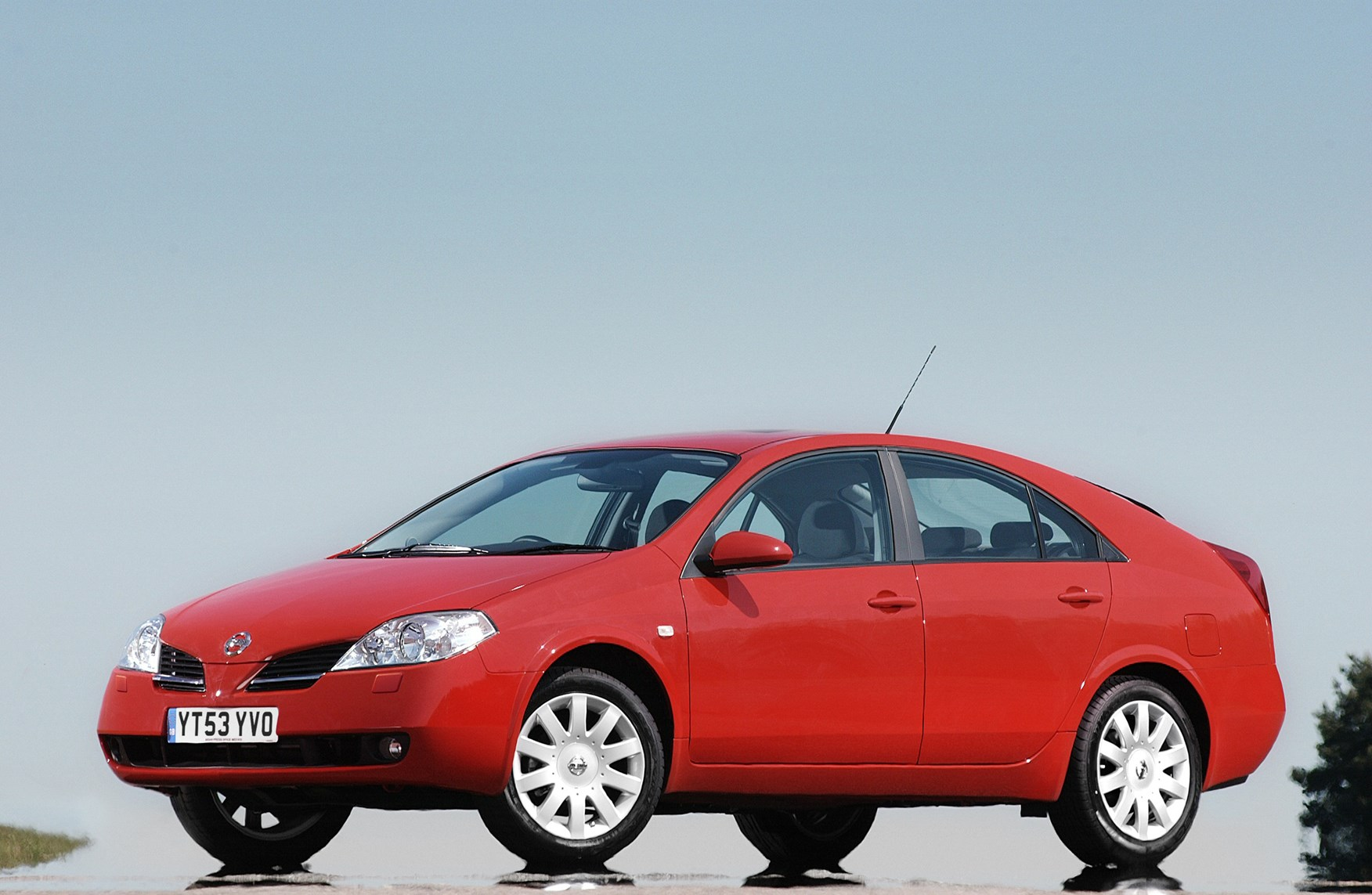 Nissan Primera Hatchback (2002 - 2006) Features, Equipment and ...