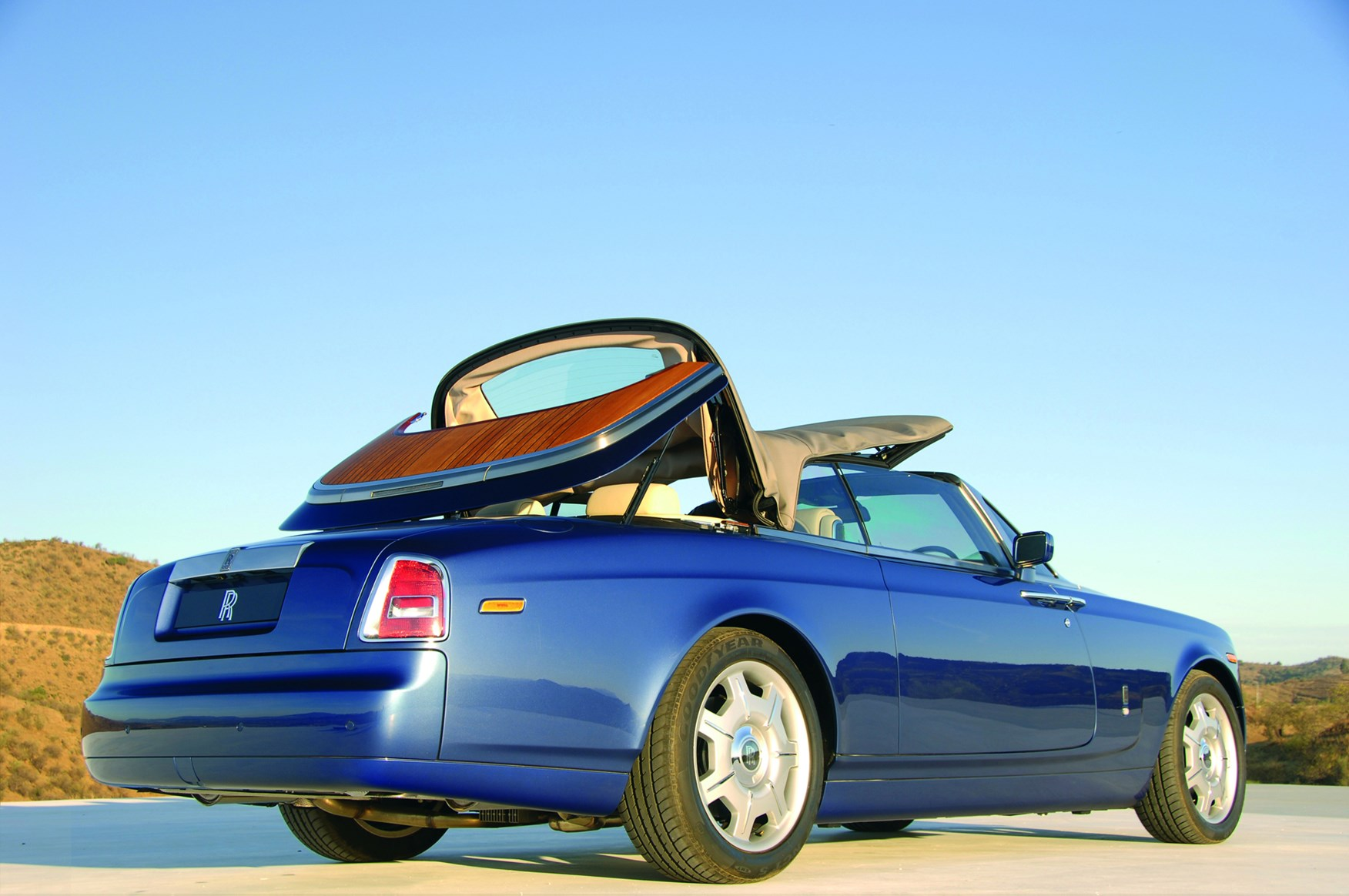 rolls royce phantom drophead coupe 2007 2012 running costs parkers. Black Bedroom Furniture Sets. Home Design Ideas