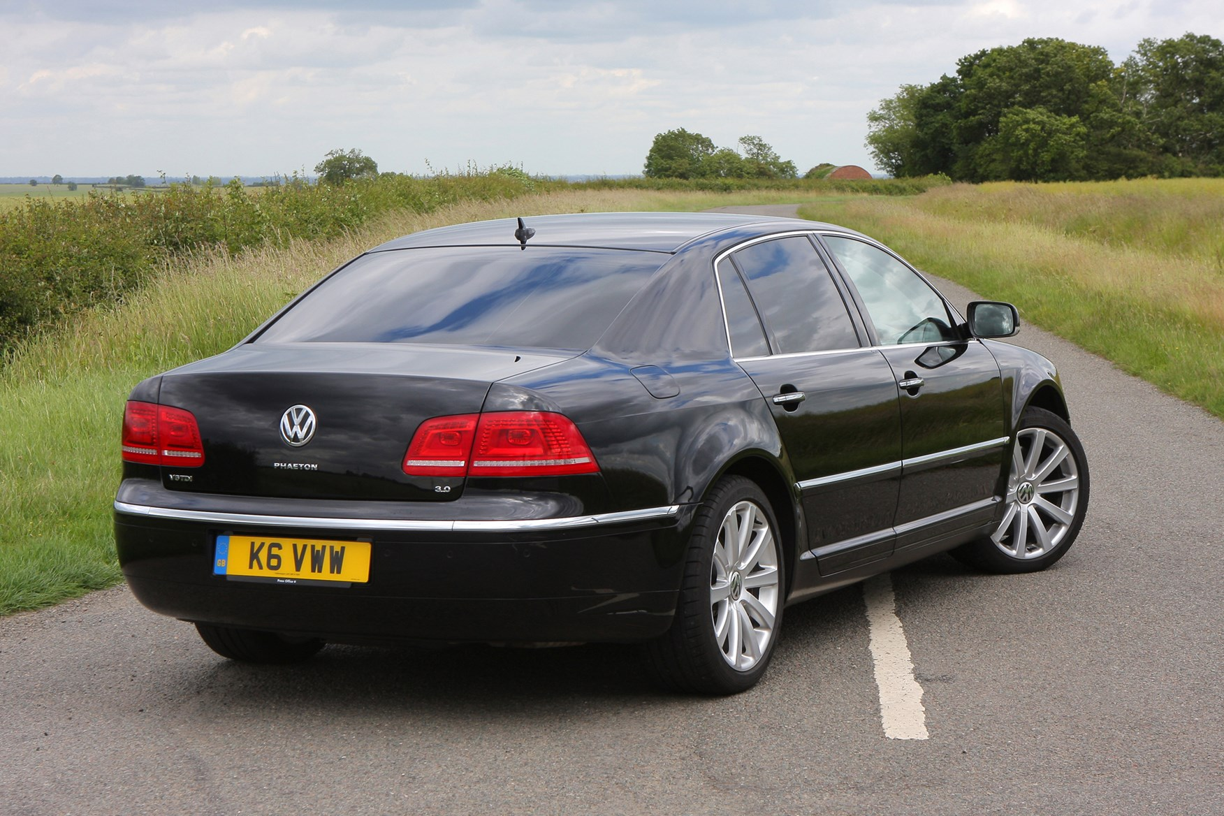 volkswagen phaeton saloon review 2003 2015 parkers. Black Bedroom Furniture Sets. Home Design Ideas