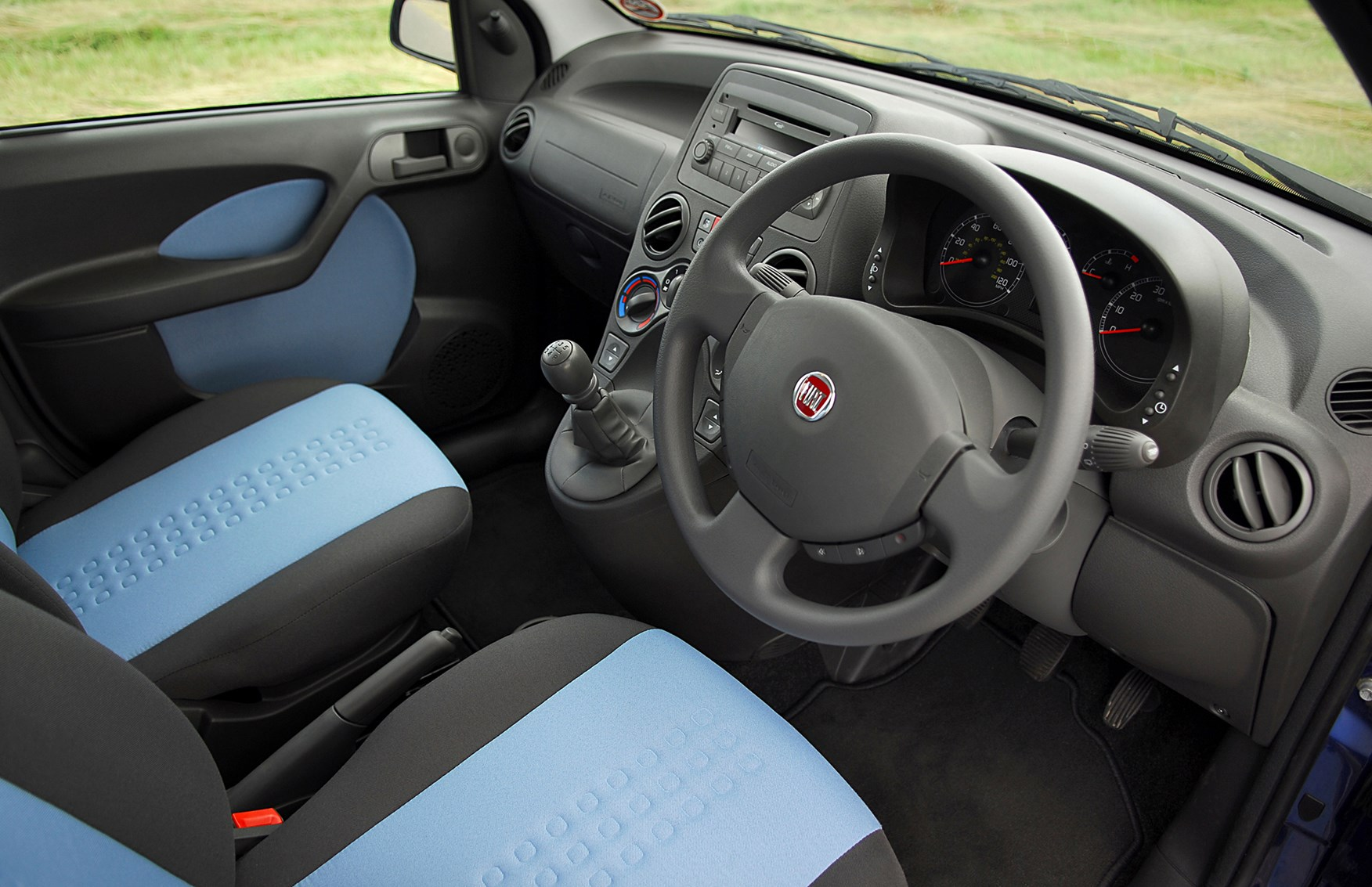 Fiat Panda Hatchback (2004 - 2011) Features, Equipment and ...
