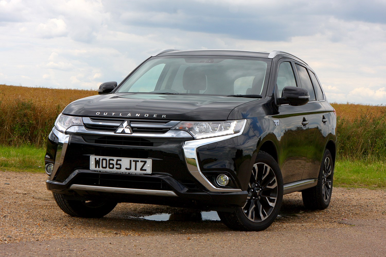 mitsubishi outlander suv review features safety and. Black Bedroom Furniture Sets. Home Design Ideas