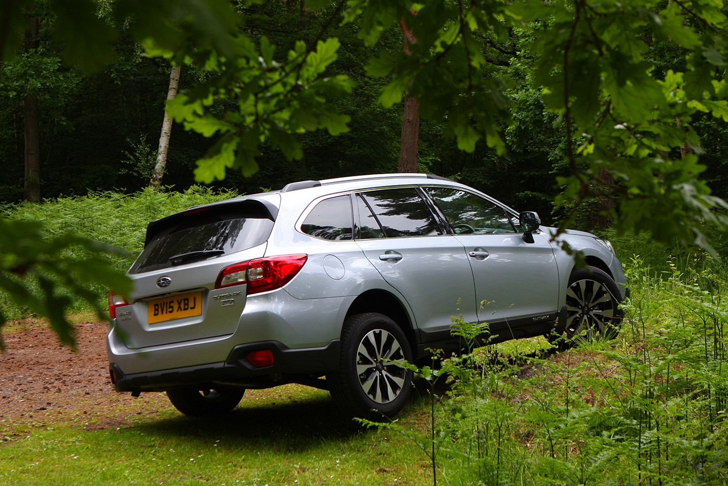 subaru outback estate 2015 features equipment and. Black Bedroom Furniture Sets. Home Design Ideas