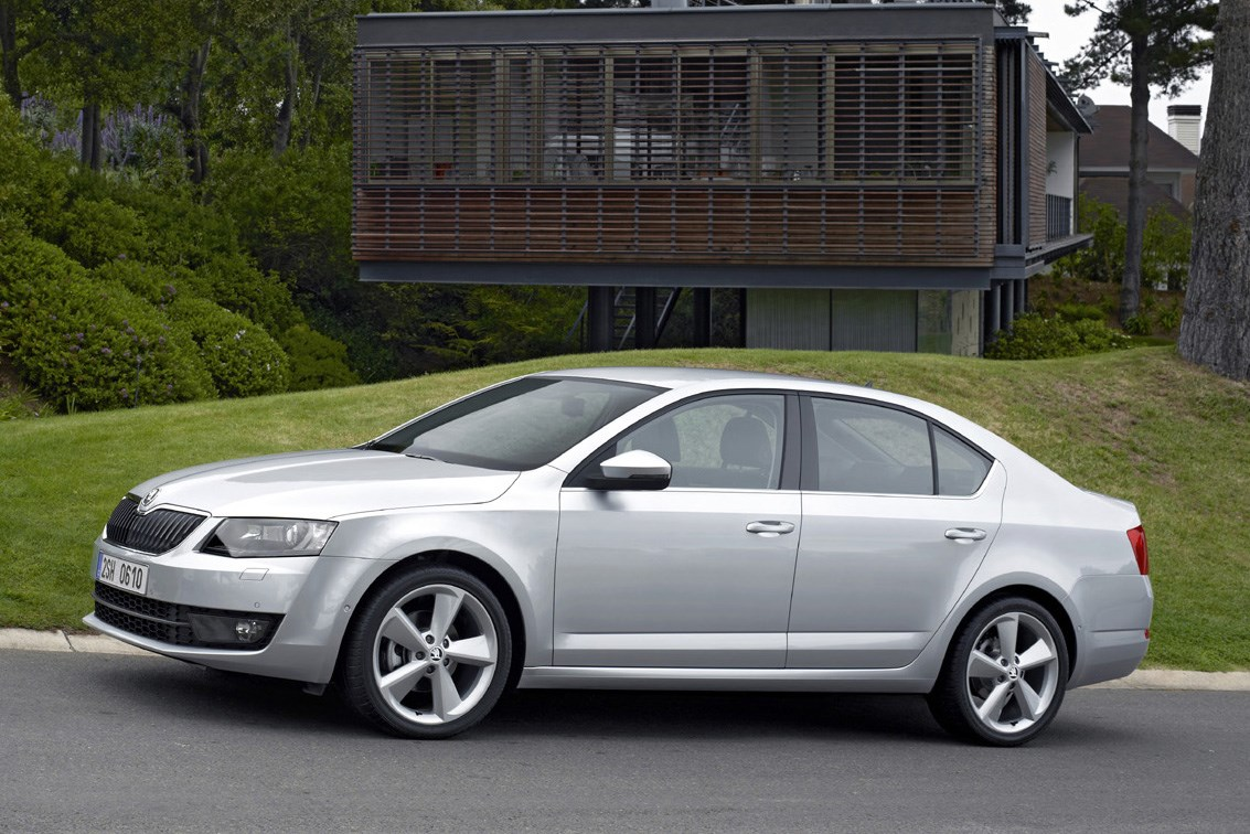 skoda octavia hatchback review summary parkers. Black Bedroom Furniture Sets. Home Design Ideas