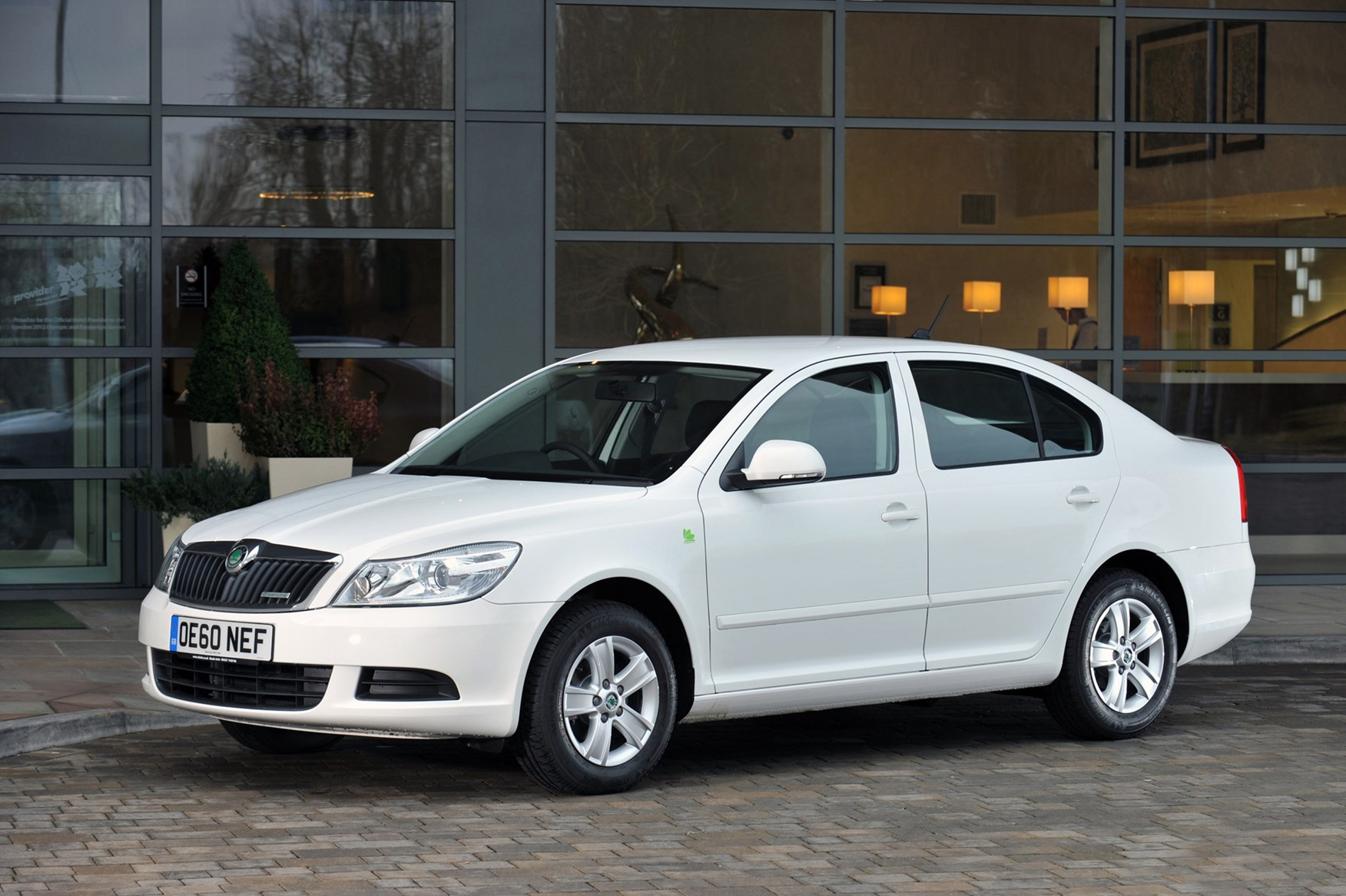 skoda octavia hatchback review 2004 2012 parkers. Black Bedroom Furniture Sets. Home Design Ideas