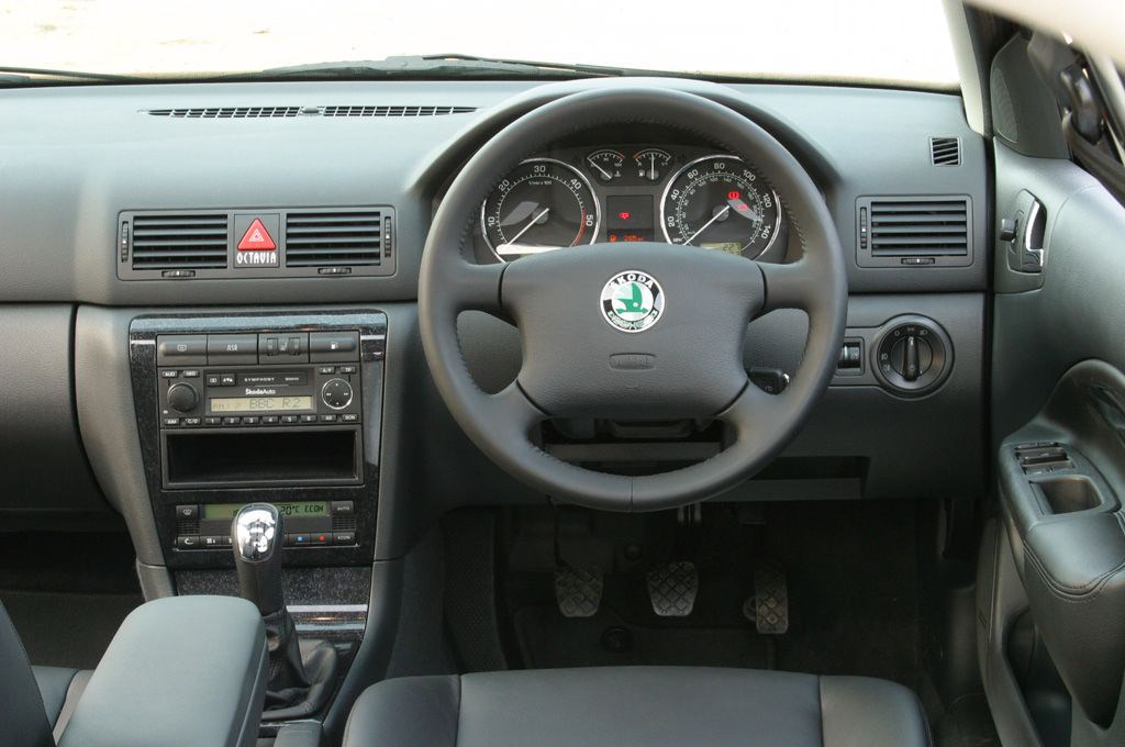 Skoda octavia hatchback 1998 2005 features equipment for Interior skoda octavia