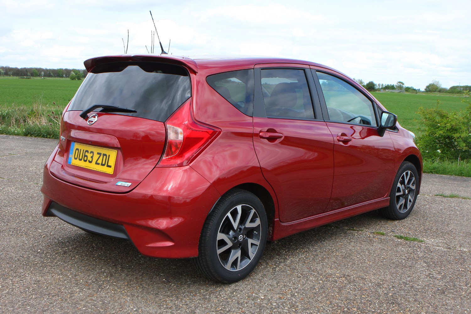 nissan note hatchback 2013 features equipment and accessories parkers. Black Bedroom Furniture Sets. Home Design Ideas