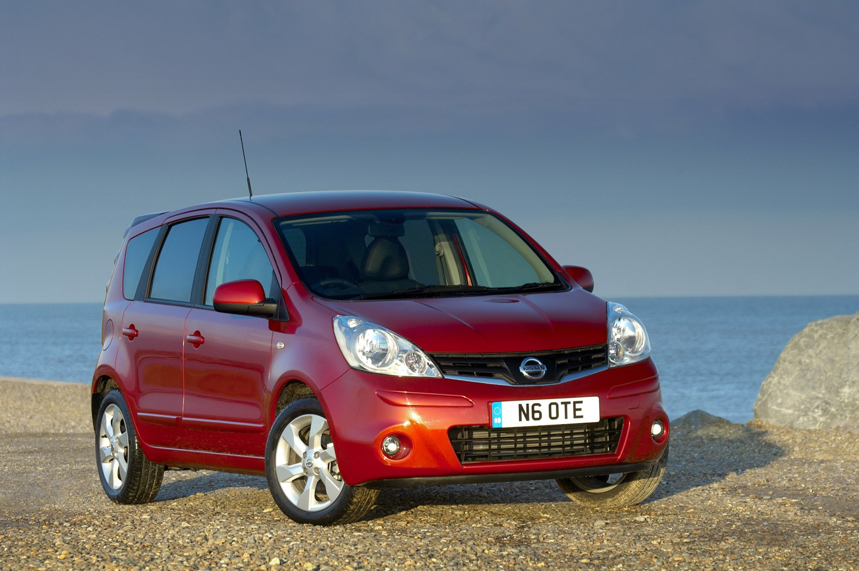 Nissan Note Hatchback (2006 - 2013) Features, Equipment and ...