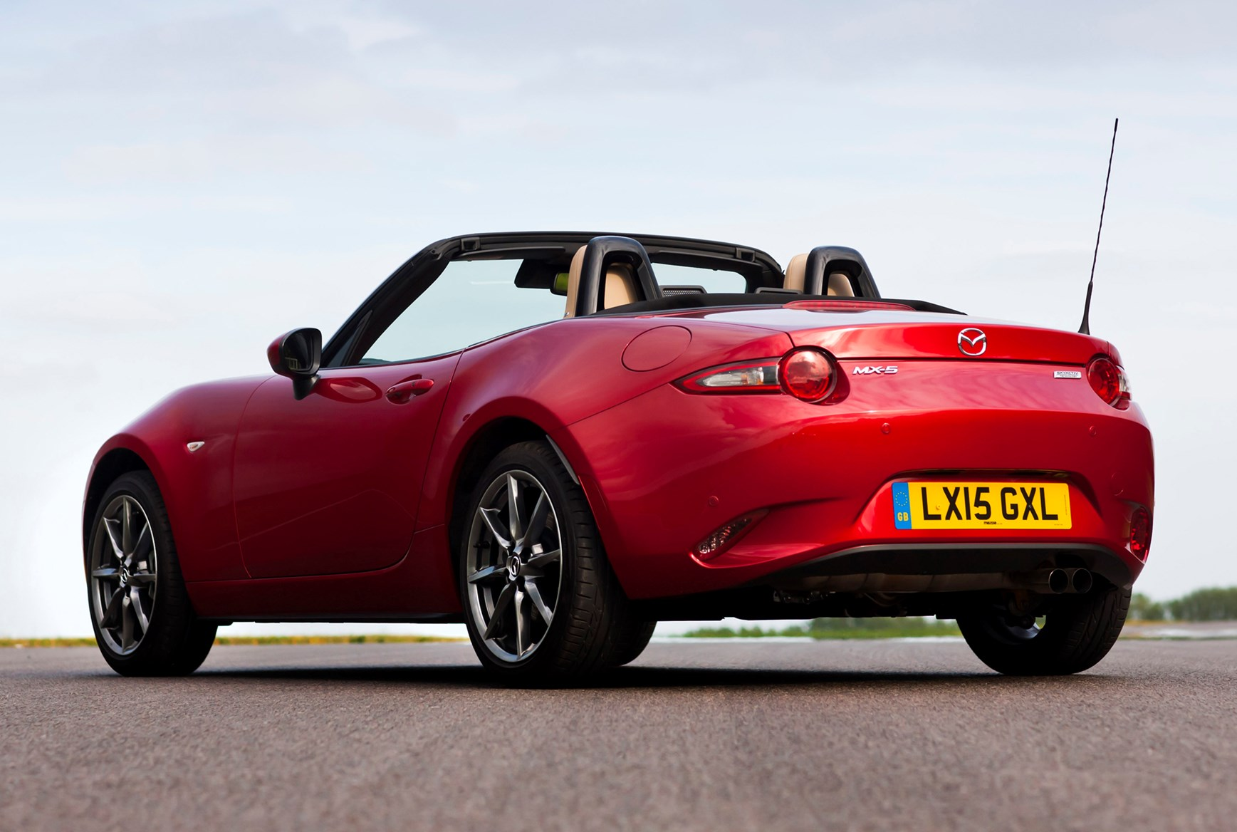 mazda mx 5 convertible review parkers. Black Bedroom Furniture Sets. Home Design Ideas