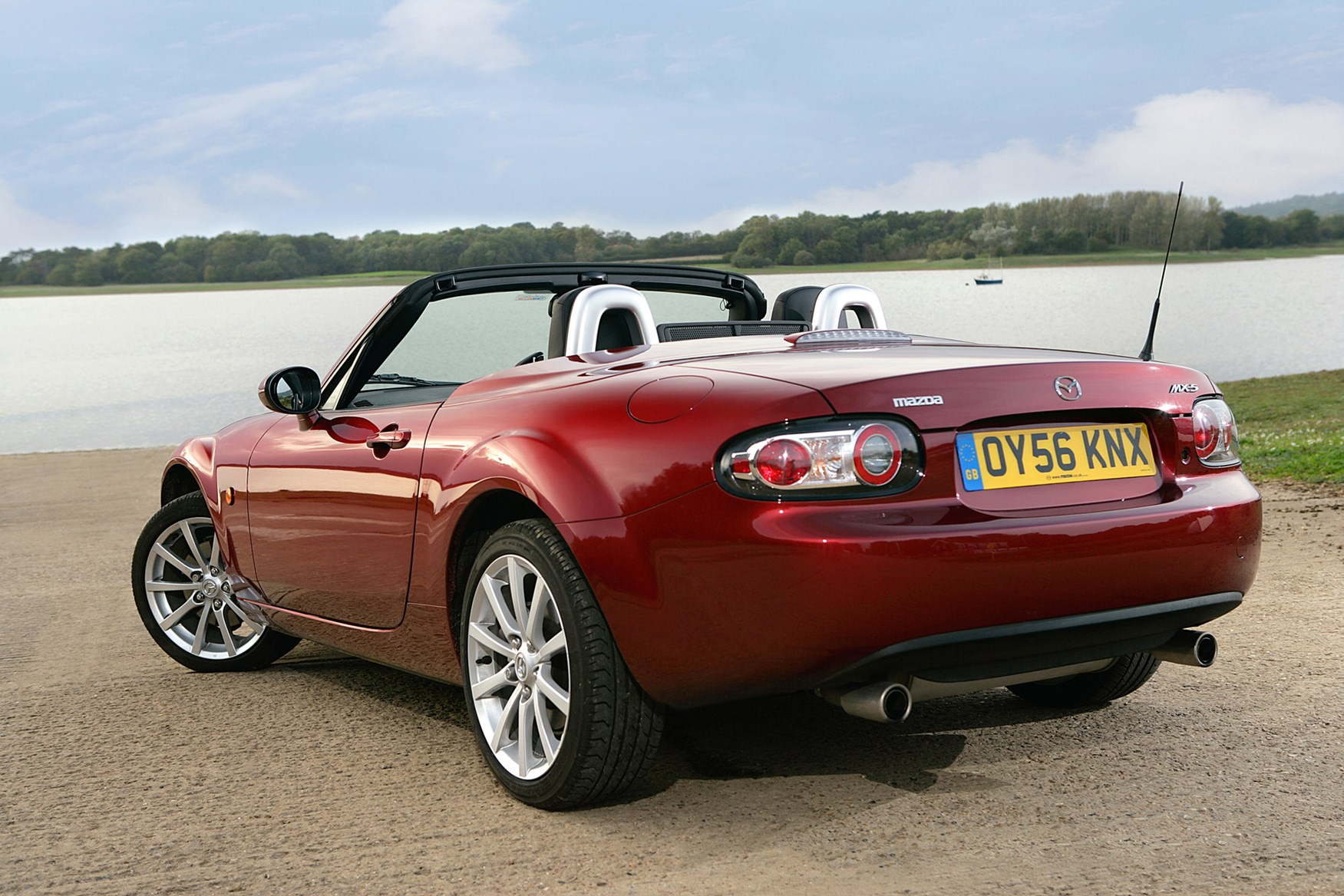 mazda mx 5 convertible review 2005 2015 parkers. Black Bedroom Furniture Sets. Home Design Ideas