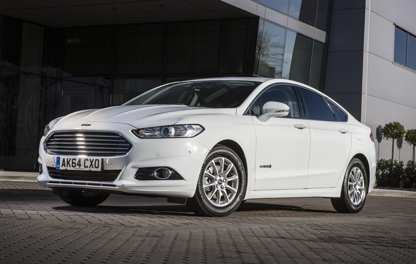ford mondeo saloon 2014 driving performance parkers. Black Bedroom Furniture Sets. Home Design Ideas