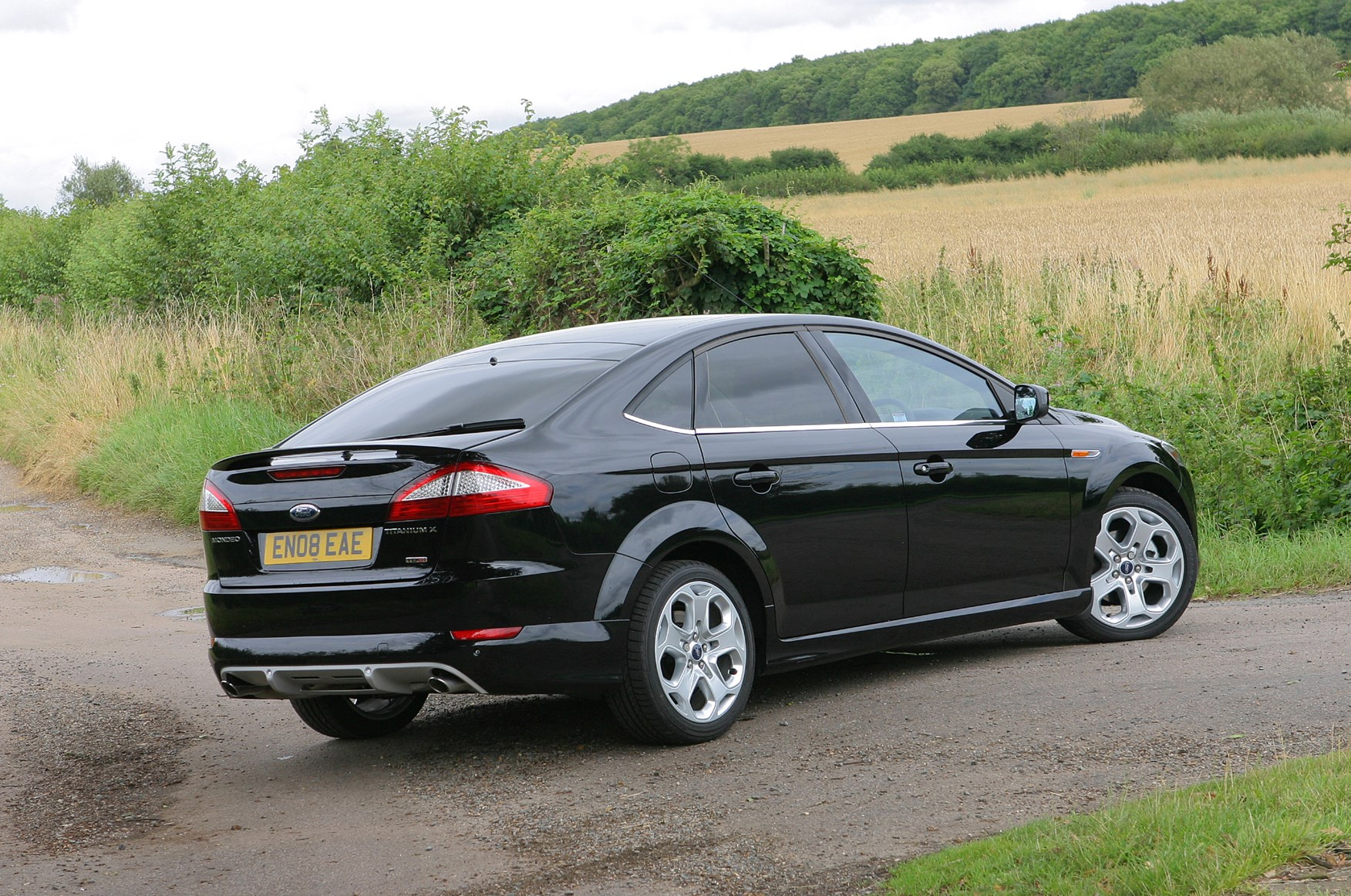 Ford Mondeo Hatchback Review (2007 - 2014) | Parkers