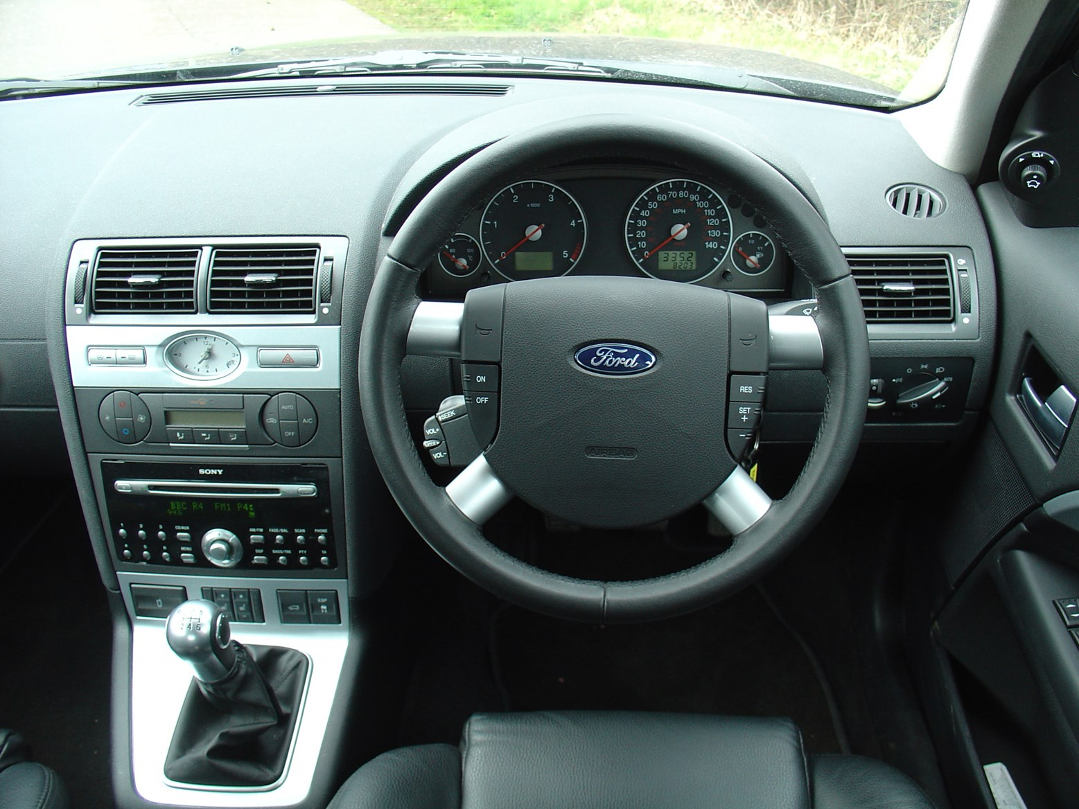 Ford mondeo hatchback 2000 2007 running costs parkers - Ford mondeo interior ...