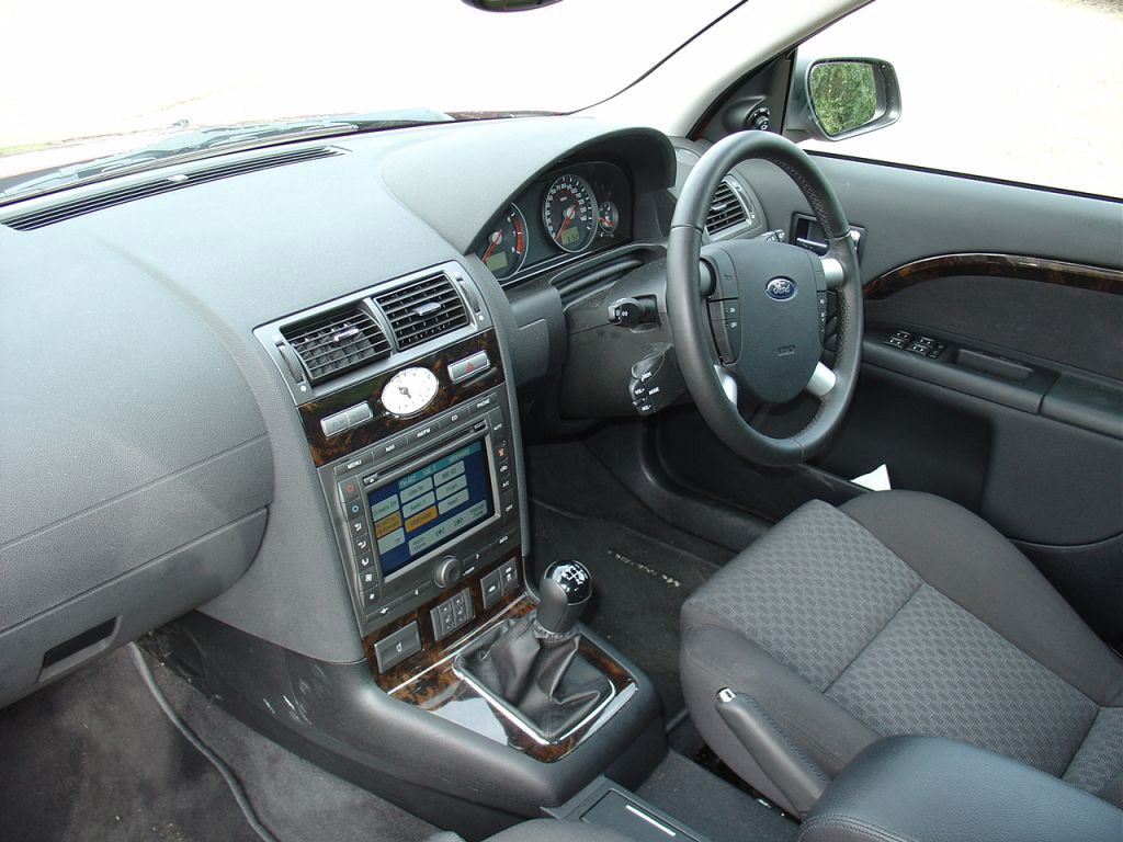 Ford Mondeo Hatchback 2000 2007 Features Equipment And Accessories Parkers