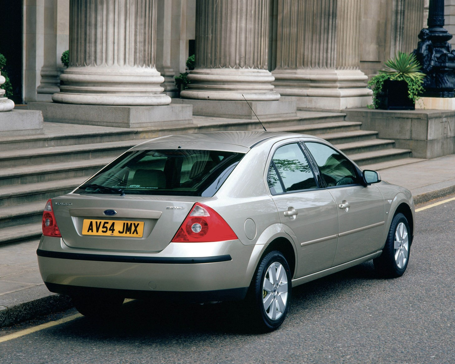 Ford Mondeo Hatchback Review 2000 2007 Parkers
