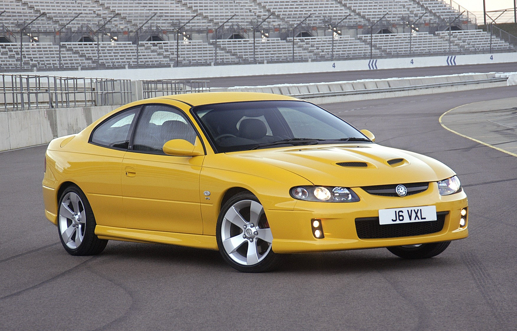 Vauxhall Monaro Coupe Review (2004 - 2006) | Parkers