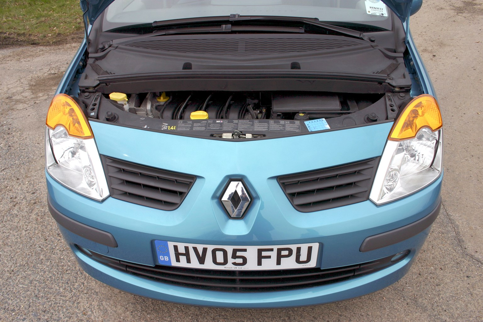 How Much Does It Cost To Paint A Car >> Renault Modus Hatchback (2004 - 2012) Features, Equipment ...