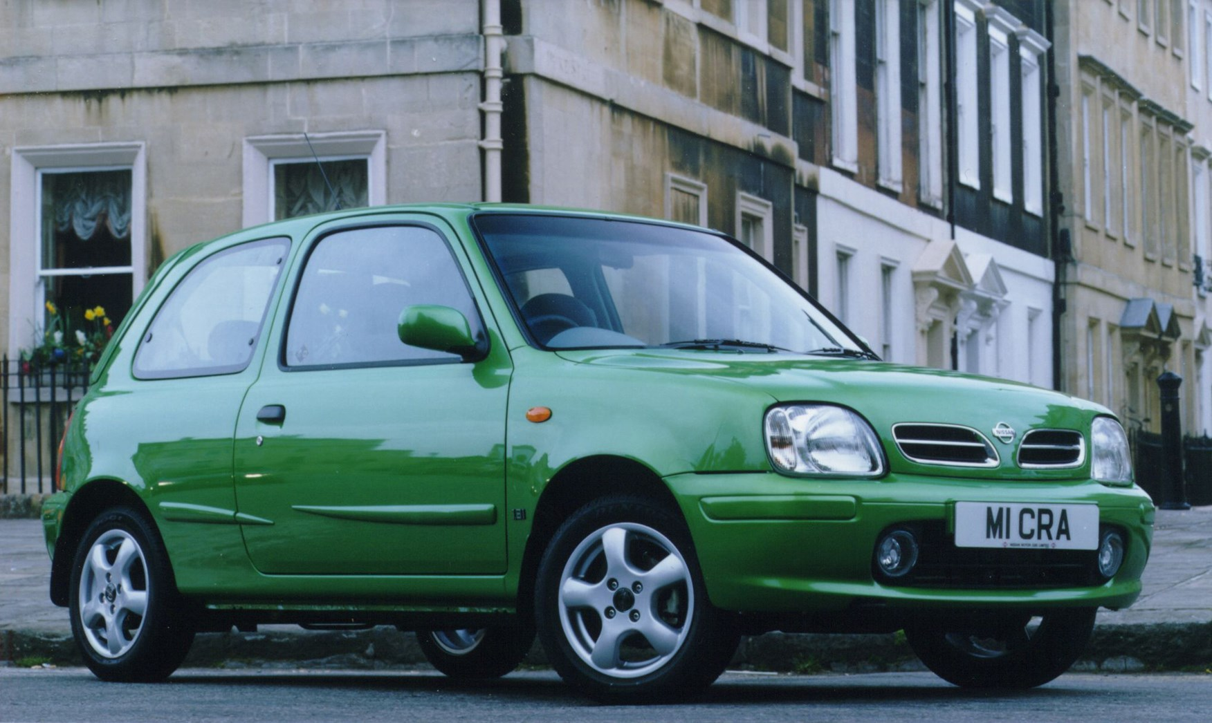 Nissan Micra Hatchback (1993 - 2002) Features, Equipment and ...