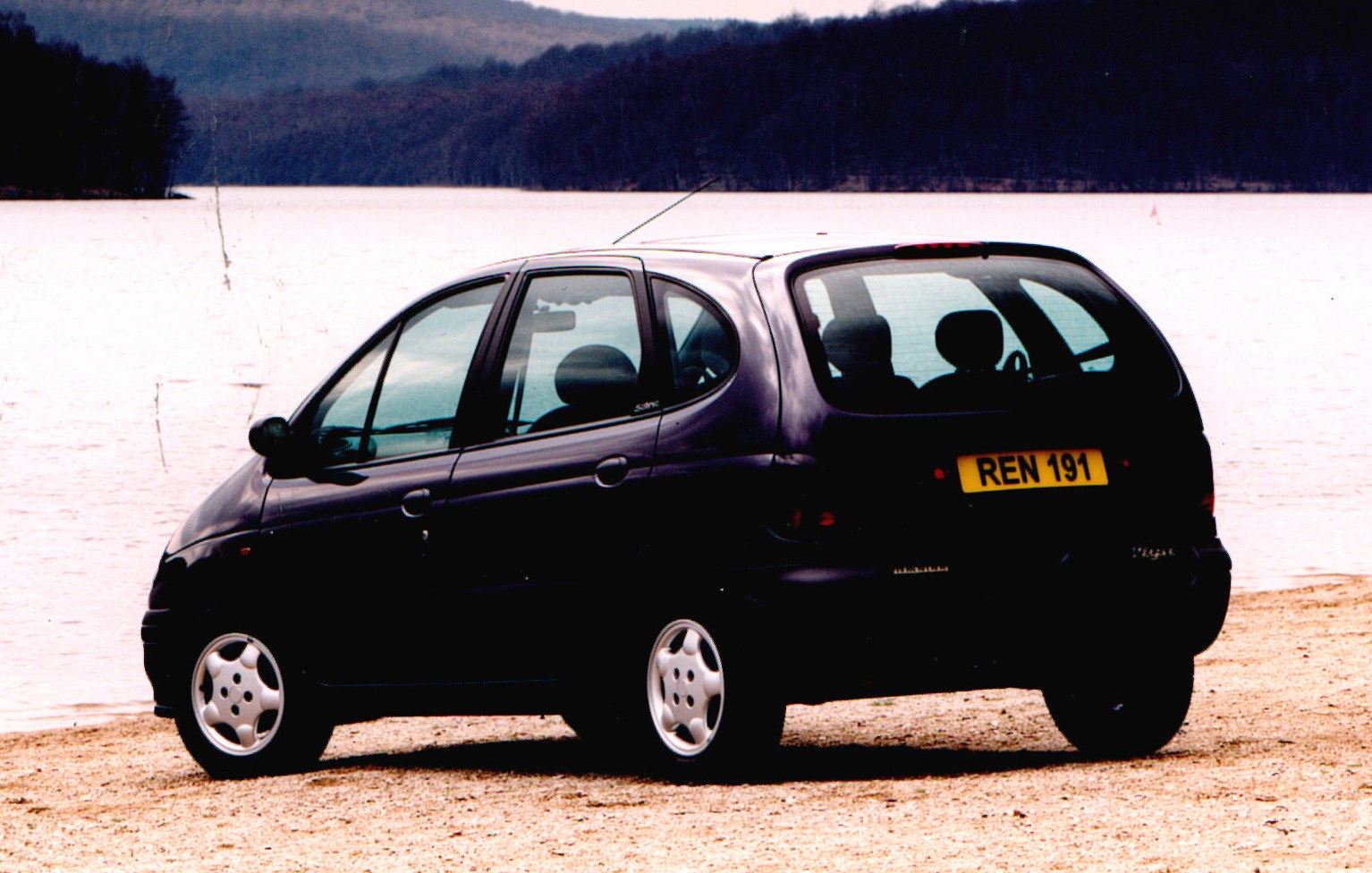 renault megane scenic estate 1997 1999 features equipment and accessories parkers. Black Bedroom Furniture Sets. Home Design Ideas