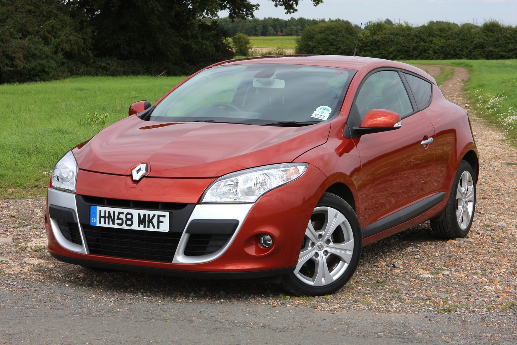 renault megane coupe 2009 2016 features equipment and accessories parkers. Black Bedroom Furniture Sets. Home Design Ideas