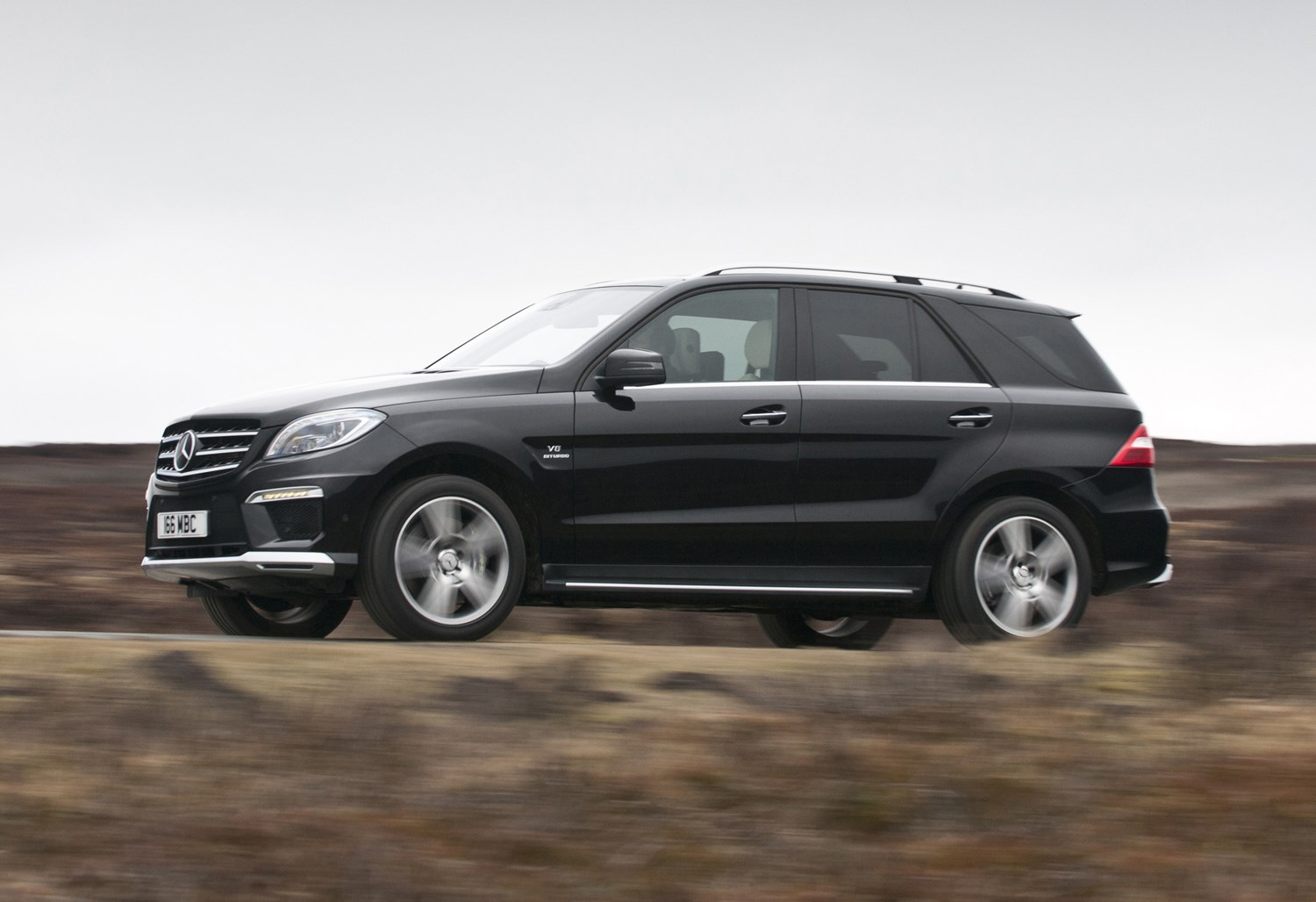 Mercedes benz m class amg 2012 2015 features for Mercedes benz ml350 accessories