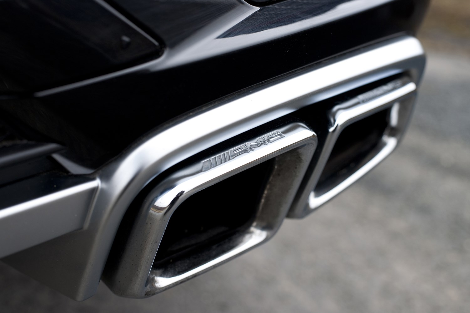 Mercedes benz m class amg 2012 2015 features for Mercedes benz amg accessories
