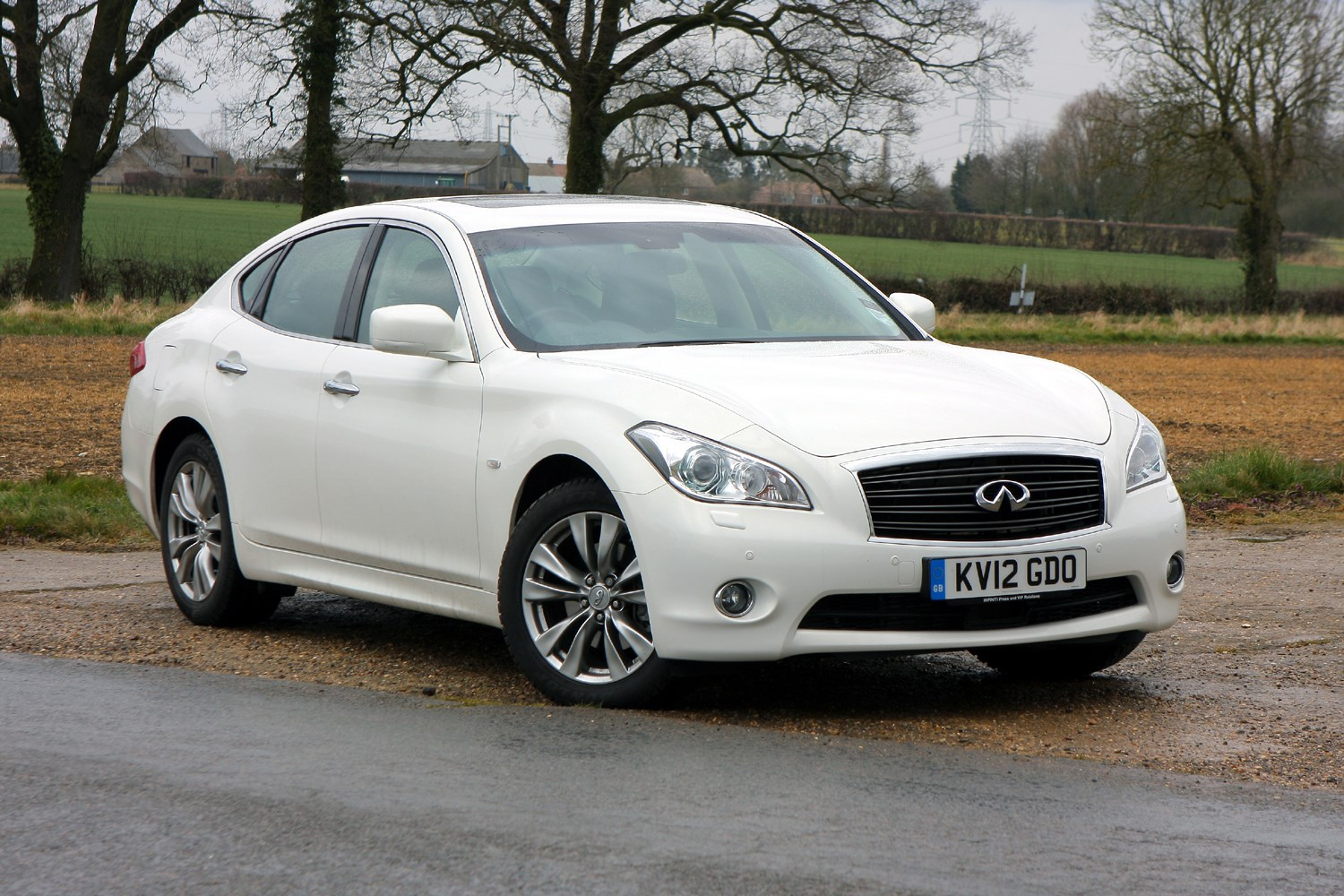 infiniti m saloon 2010 buying and selling parkers