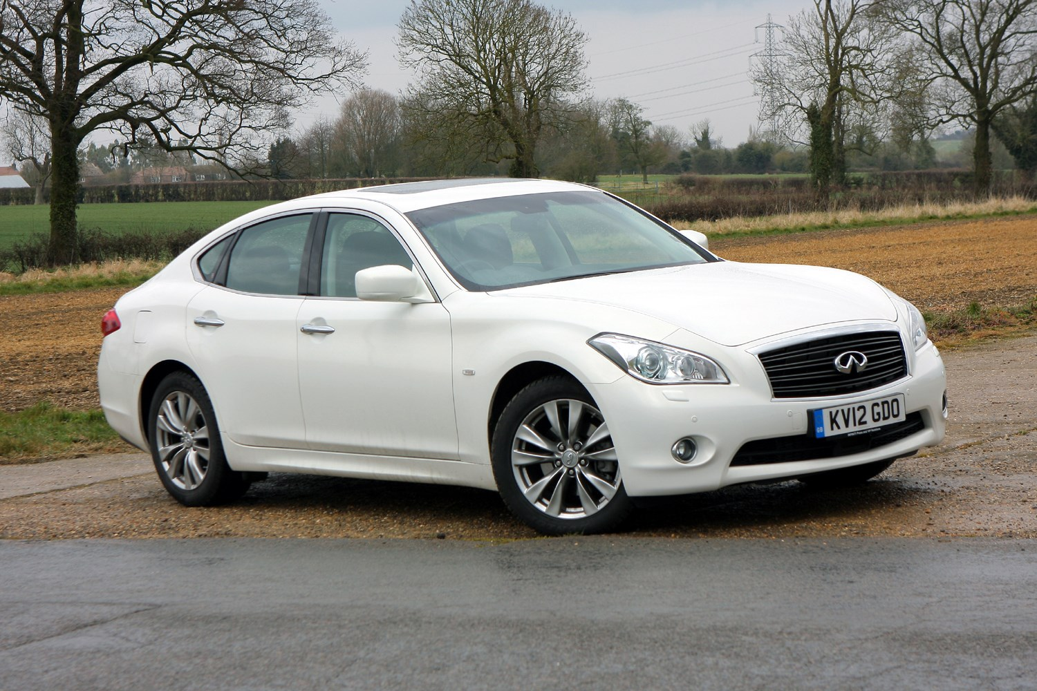 Infiniti M Saloon (2010 - ) Buying and Selling | Parkers