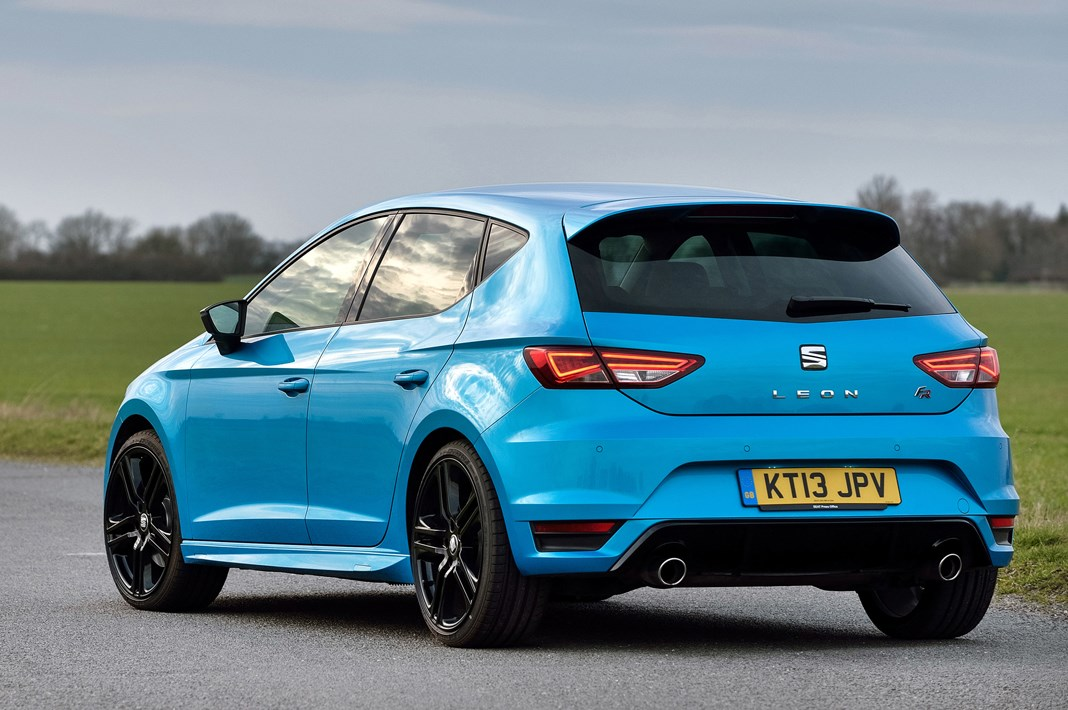 SEAT Leon Hatchback (2013 - ) Features, Equipment and ...