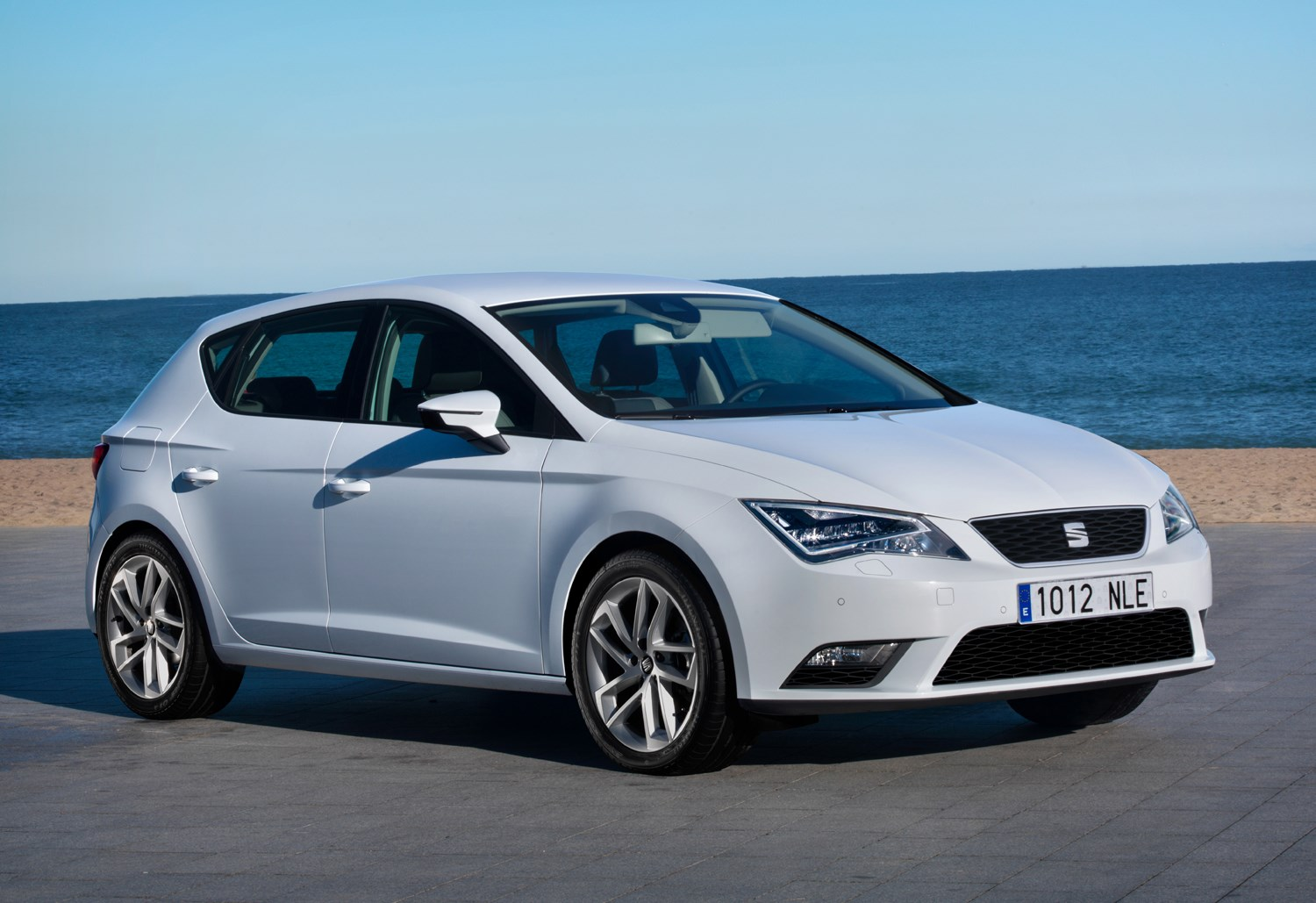 seat leon hatchback review parkers. Black Bedroom Furniture Sets. Home Design Ideas
