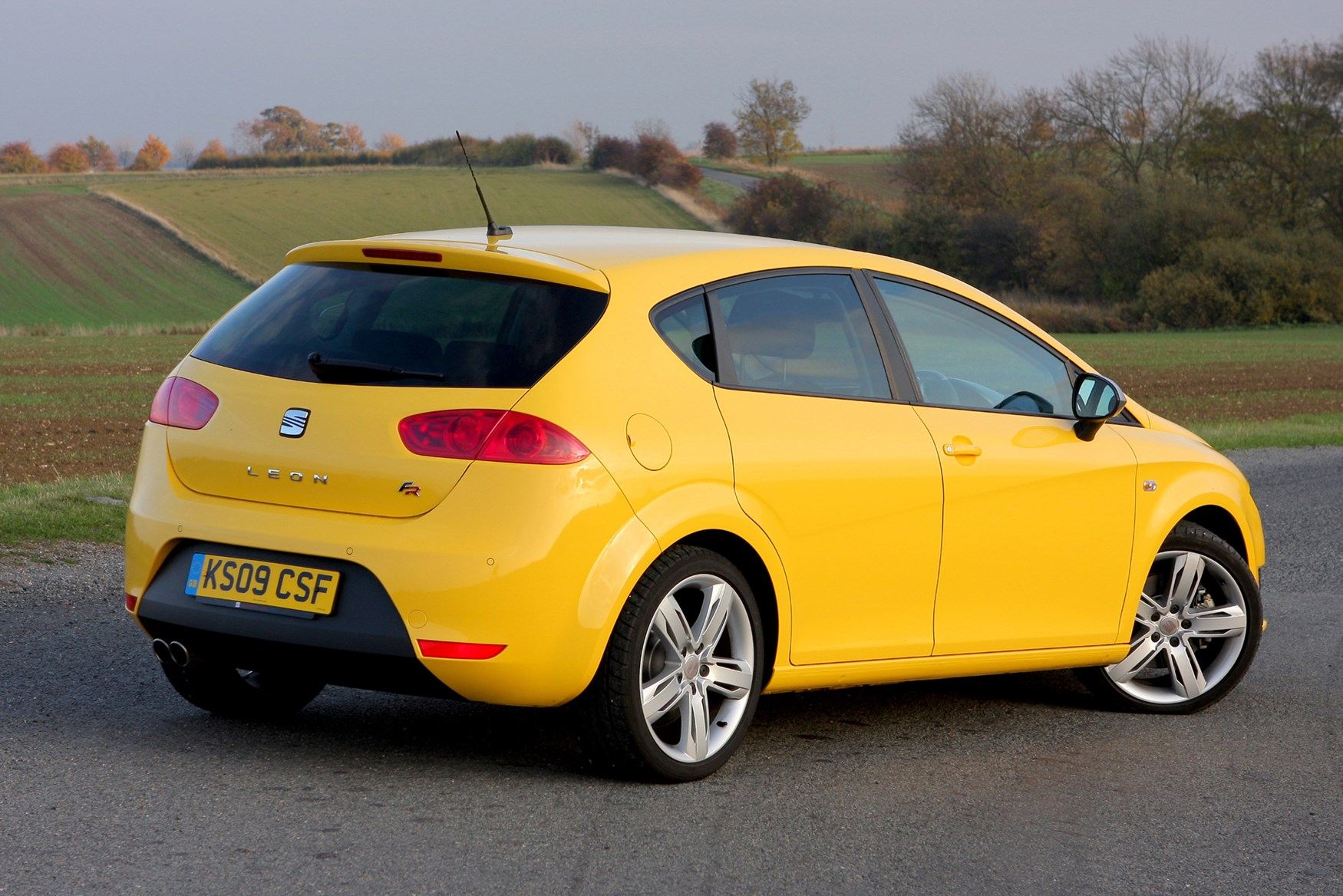 seat leon fr 2006 2012 features equipment and. Black Bedroom Furniture Sets. Home Design Ideas