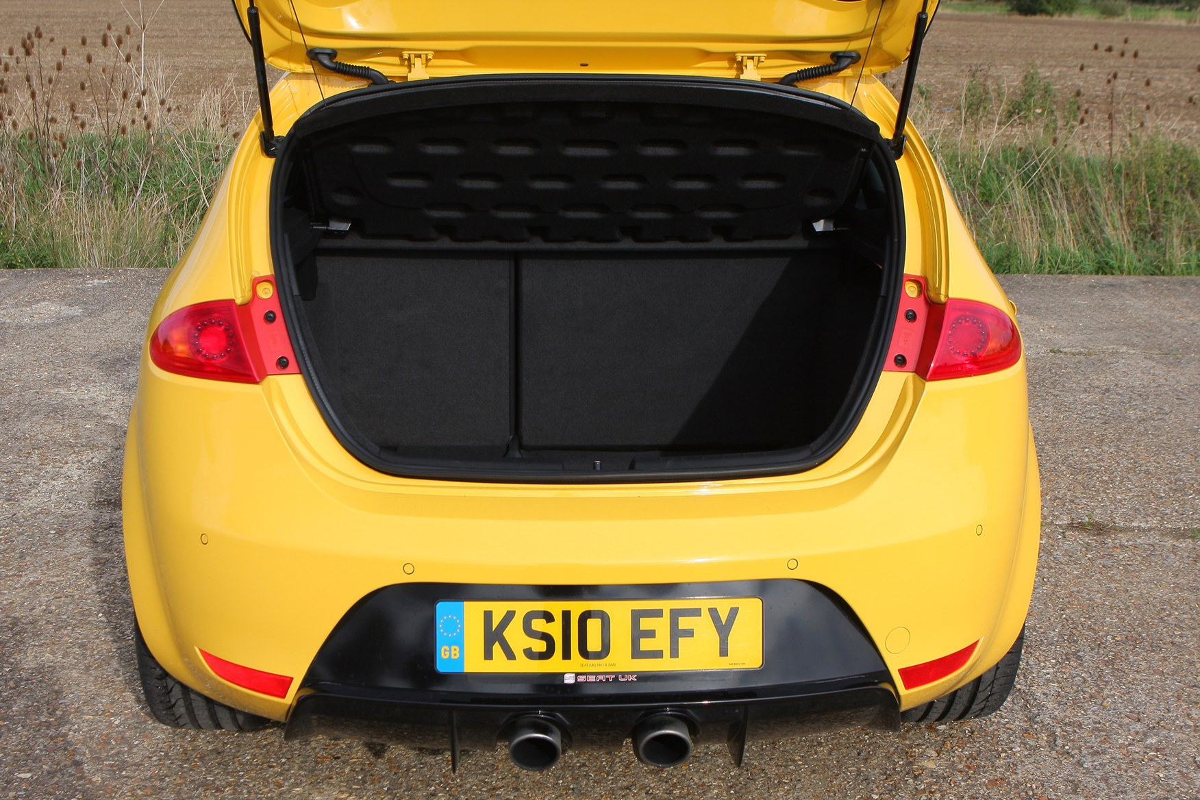 Used SEAT Leon Cupra R (2010 - 2012) Practicality | Parkers