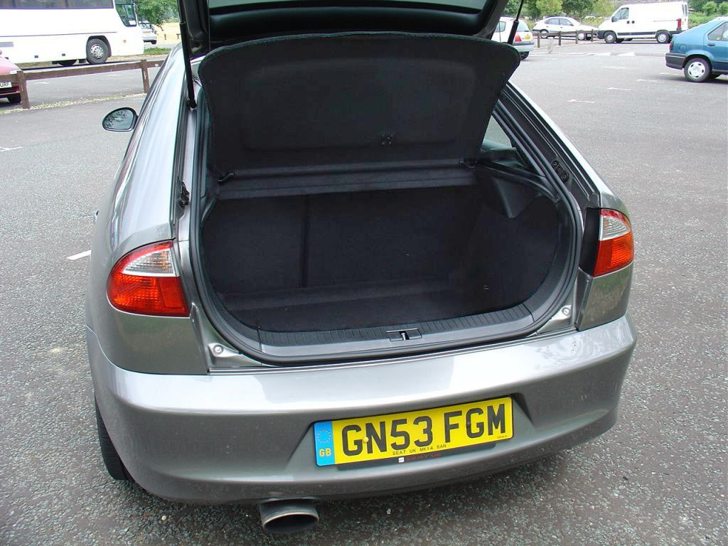seat leon cupra r review 2002 2005 parkers. Black Bedroom Furniture Sets. Home Design Ideas