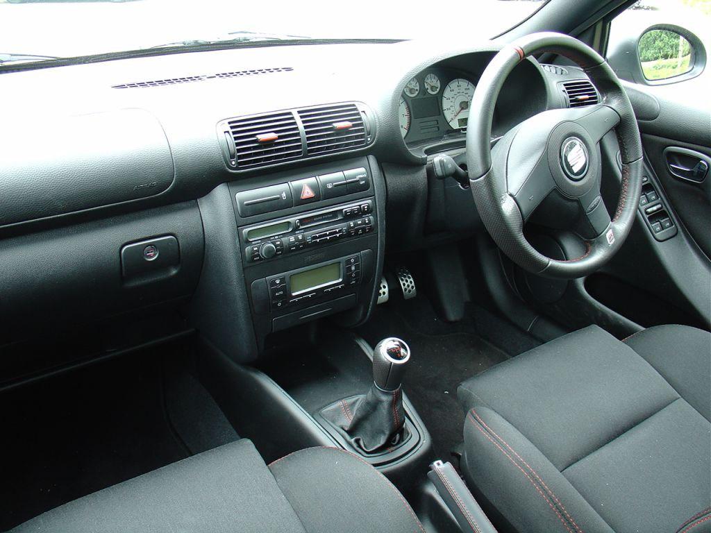 SEAT Leon Cupra R (2002 - 2005) Features, Equipment and Accessories ...