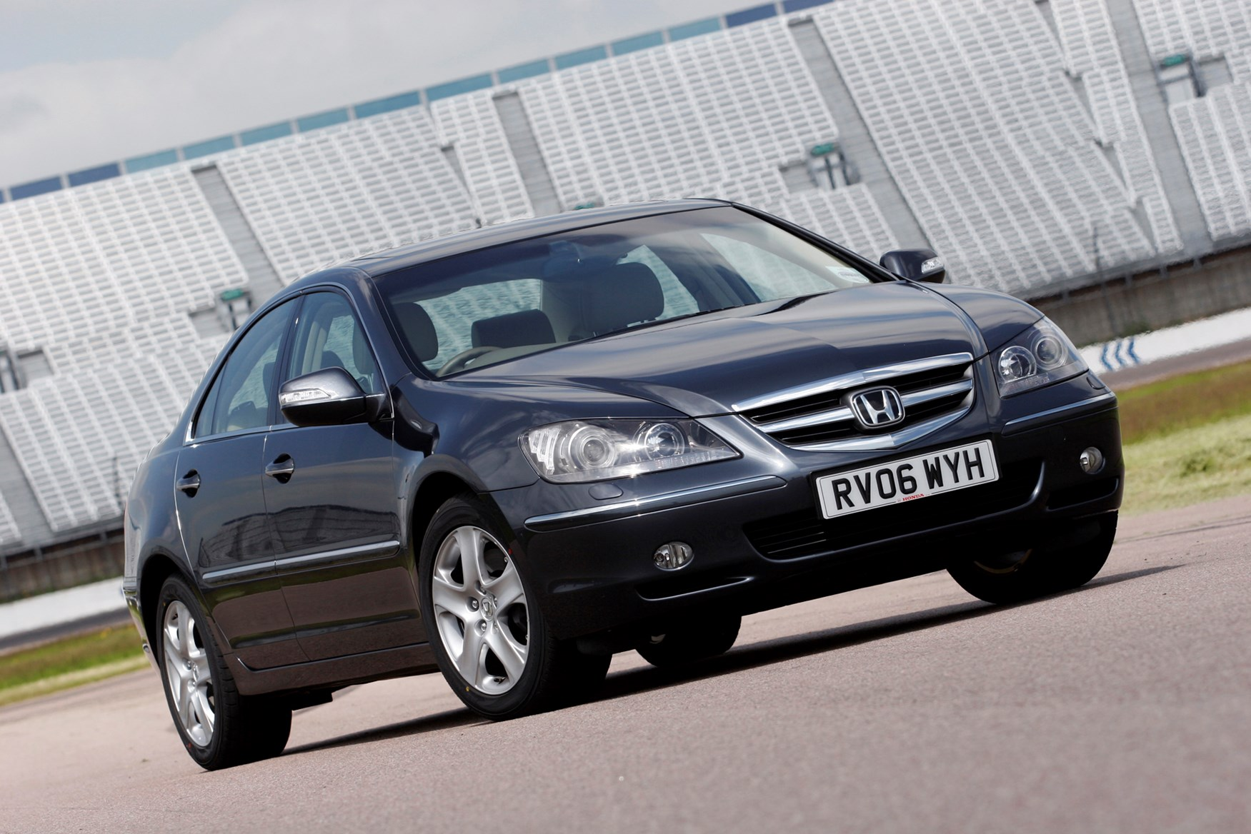 Honda Legend Saloon Review 2006 2007 Parkers