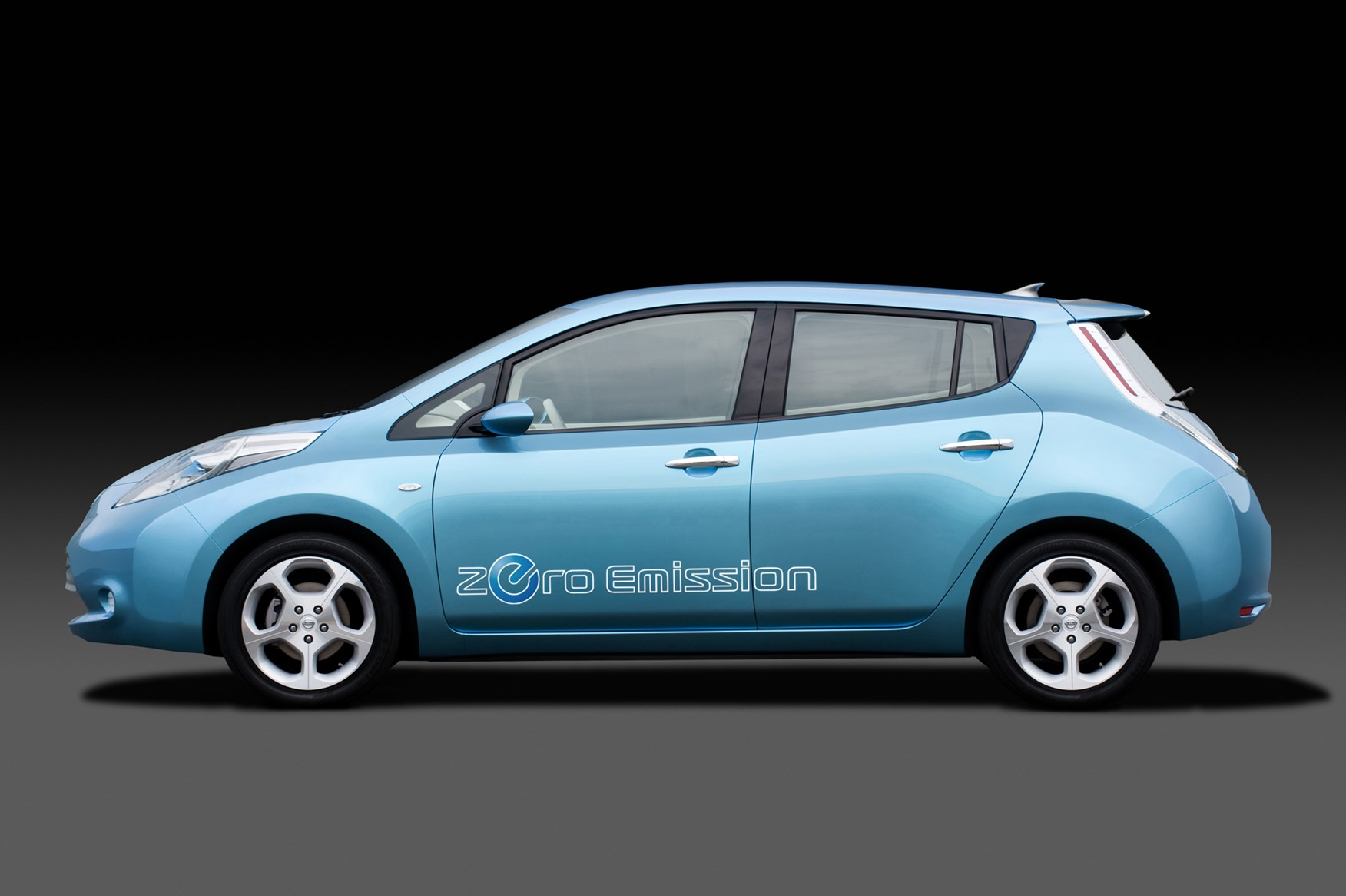 Nissan Leaf Hatchback (2011 - 2018) Features, Equipment and ...
