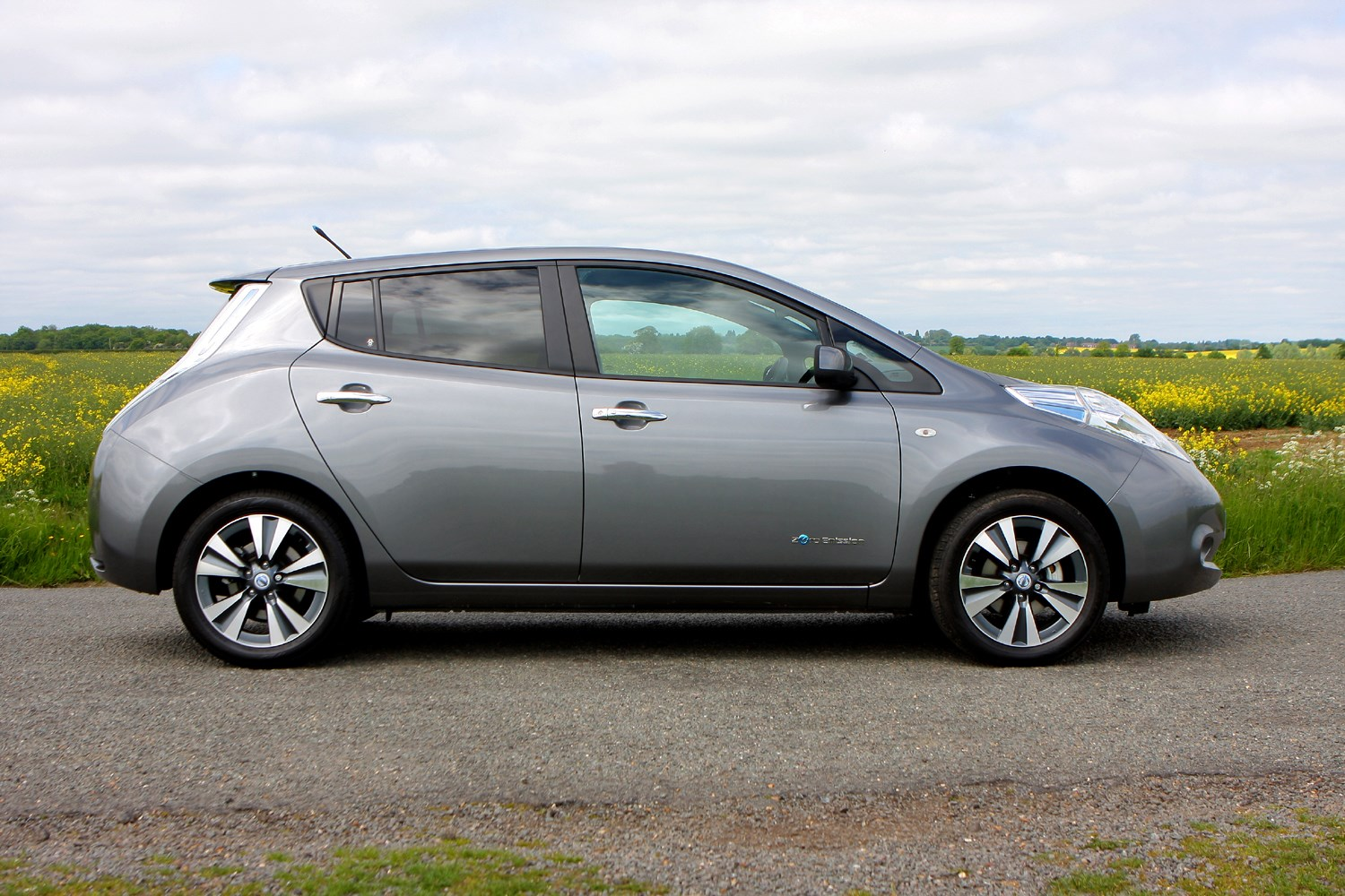 new 2018 nissan leaf spy photos by car magazine autos post. Black Bedroom Furniture Sets. Home Design Ideas