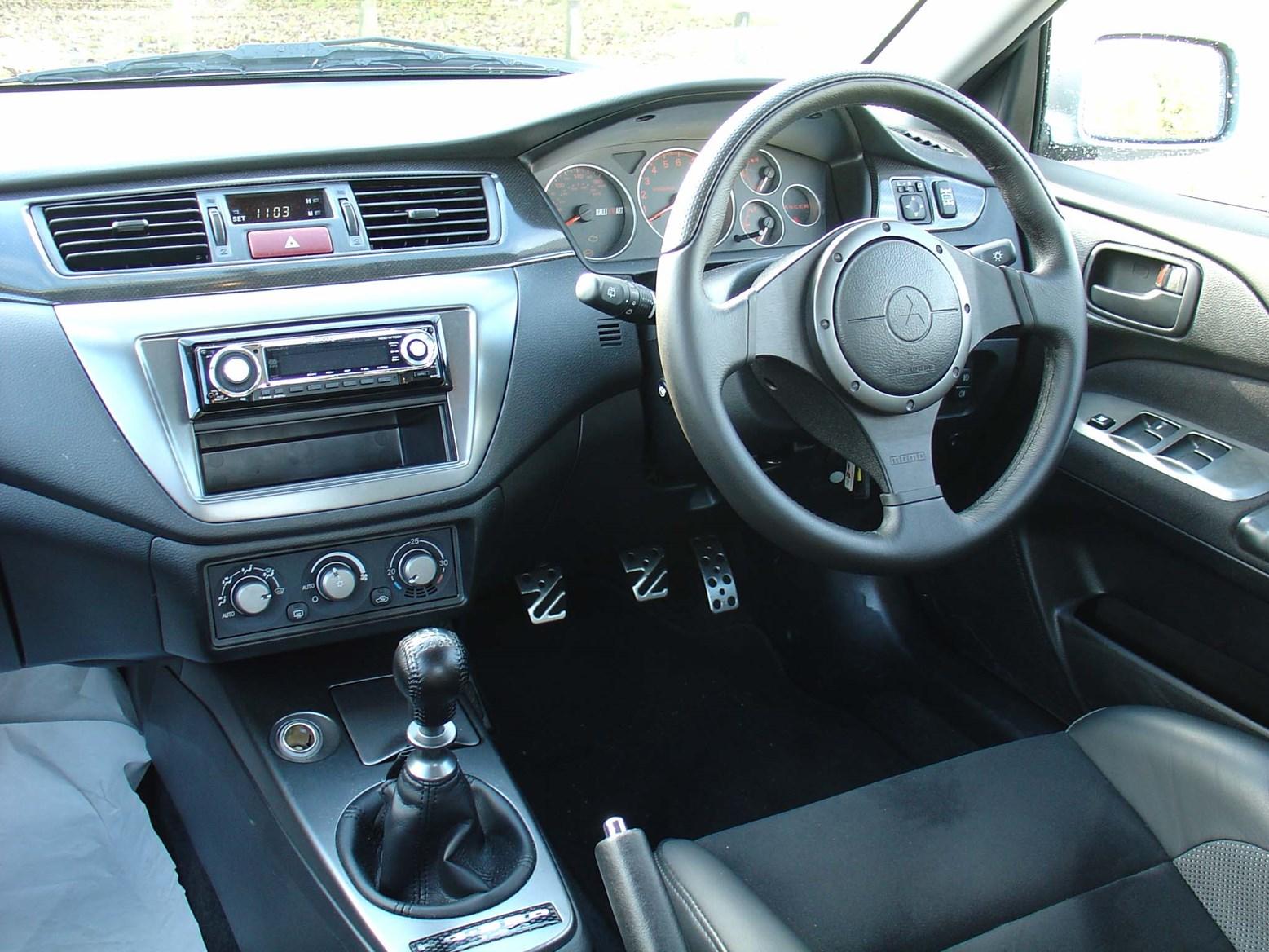 Mitsubishi Lancer Evo Evo Ix 2005 2008 Features Equipment And Accessories Parkers