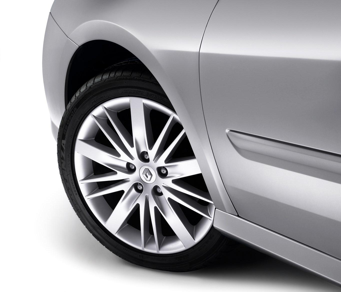 Renault Laguna Sport Tourer Review (2008 - 2012)
