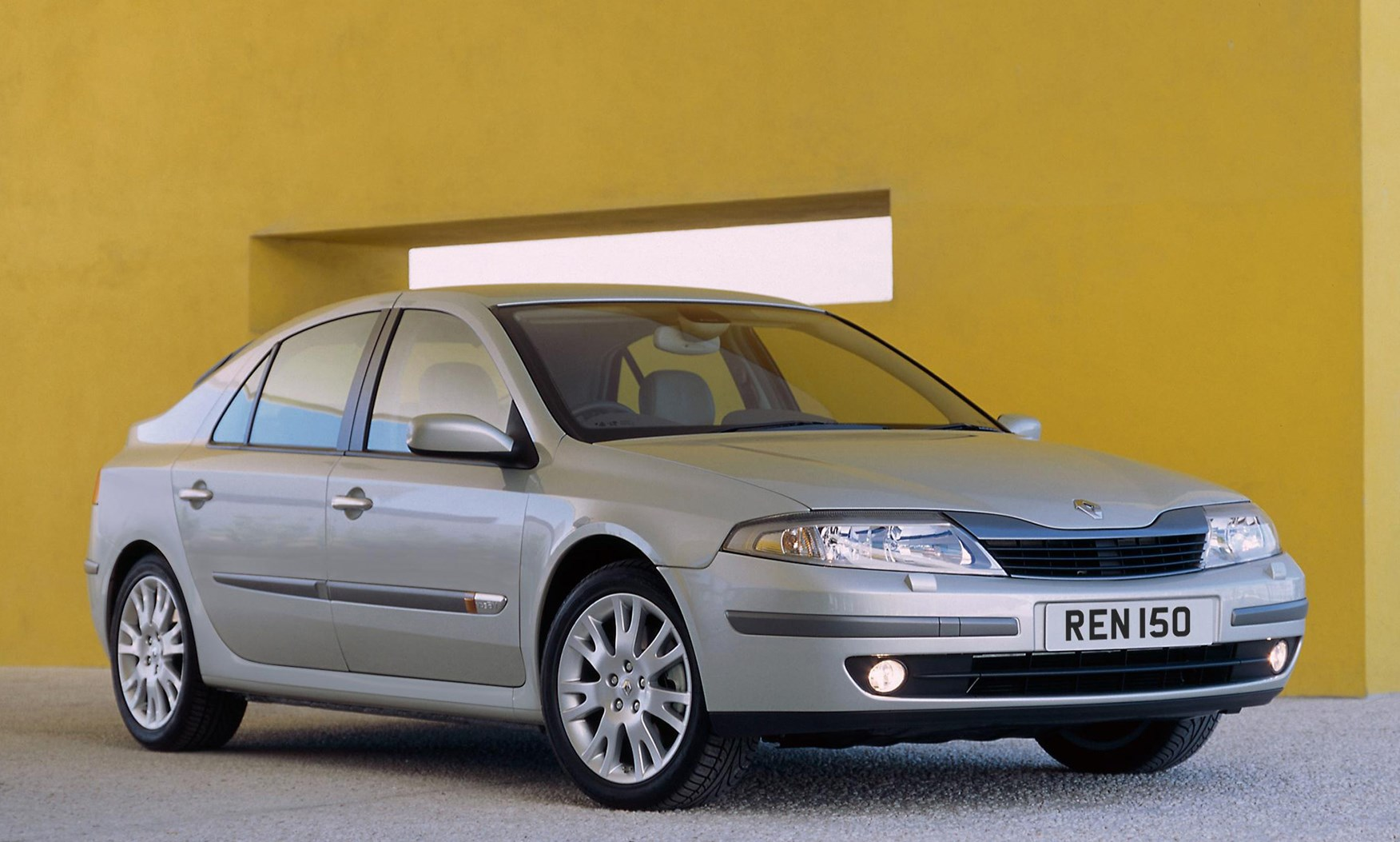 renault laguna hatchback review 2001 2007 parkers. Black Bedroom Furniture Sets. Home Design Ideas