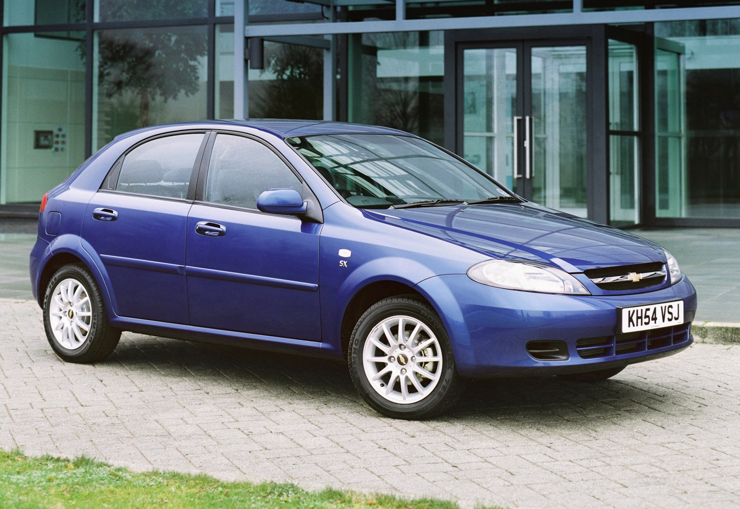 Chevrolet Lacetti Hatchback Review (2005 - 2011) | Parkers