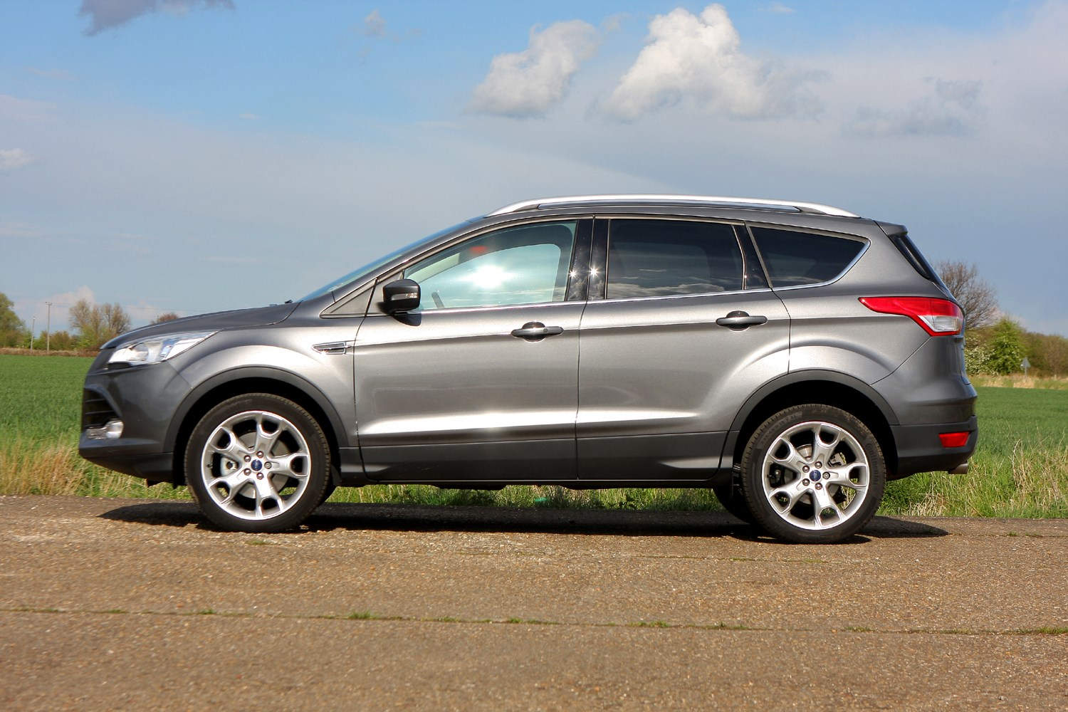 Ford Kuga Estate 2012 Features Equipment And