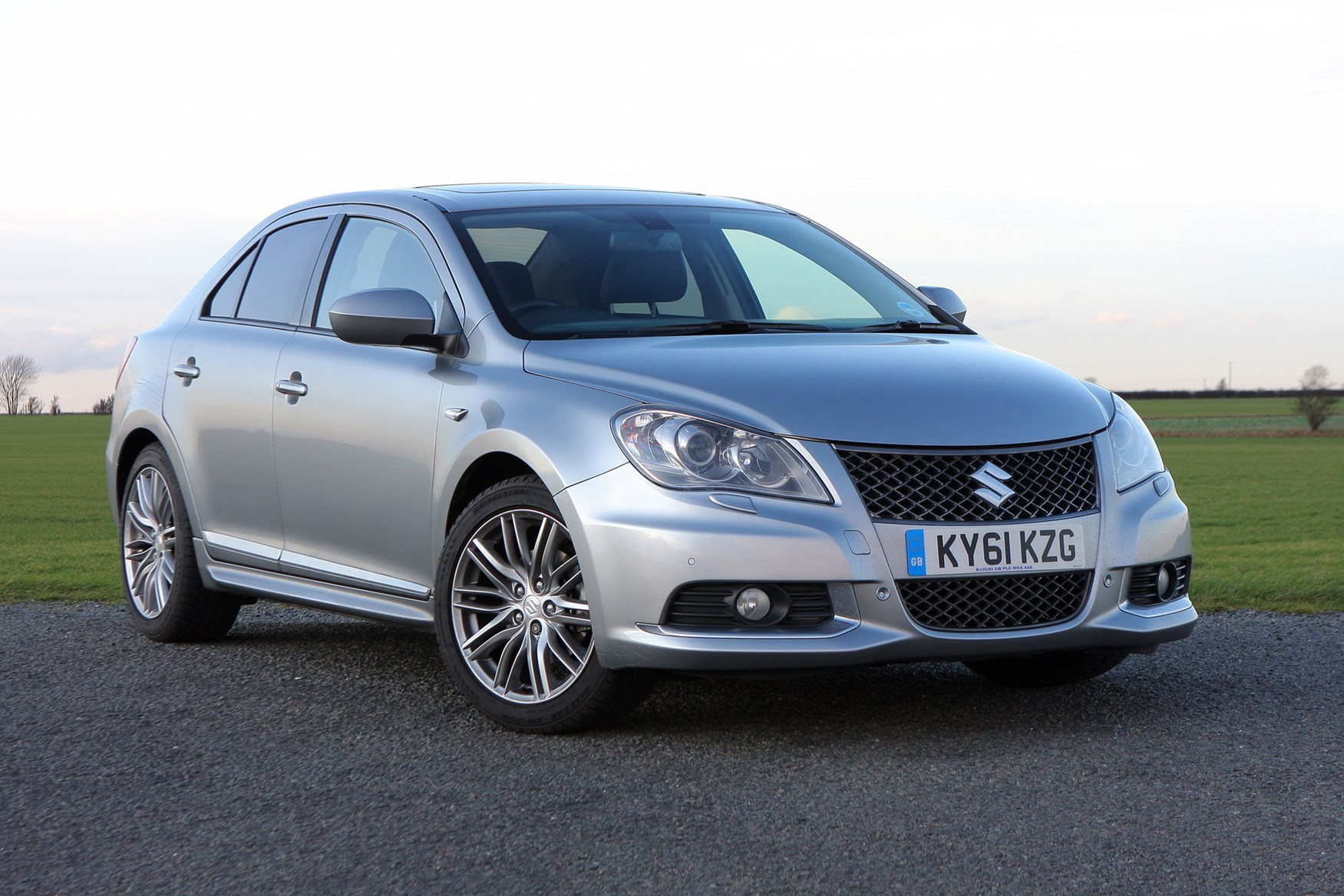 suzuki kizashi saloon review 2012 2013 parkers. Black Bedroom Furniture Sets. Home Design Ideas