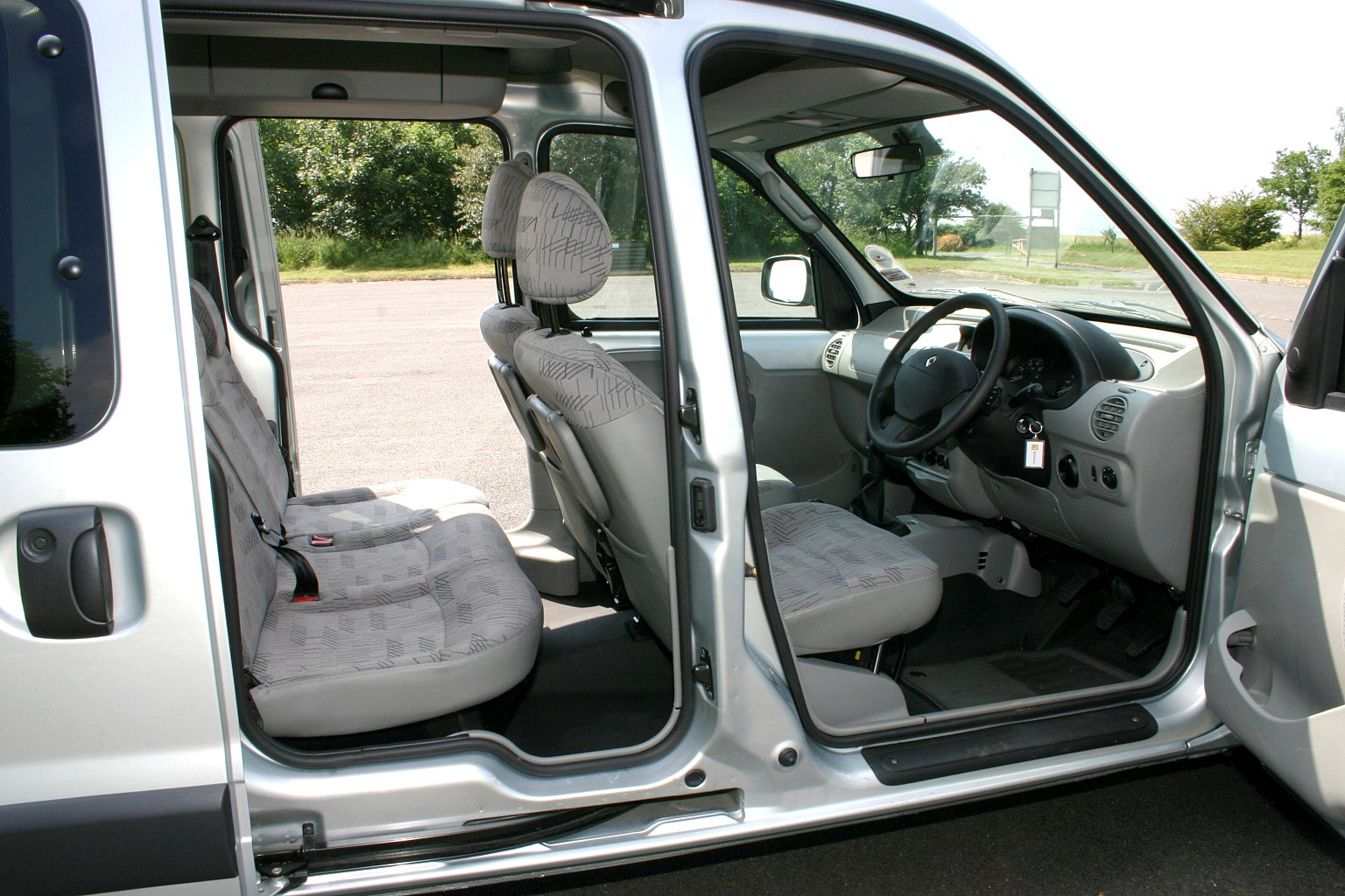Renault Kangoo Estate 1999 2008 Features Equipment And Accessories Parkers