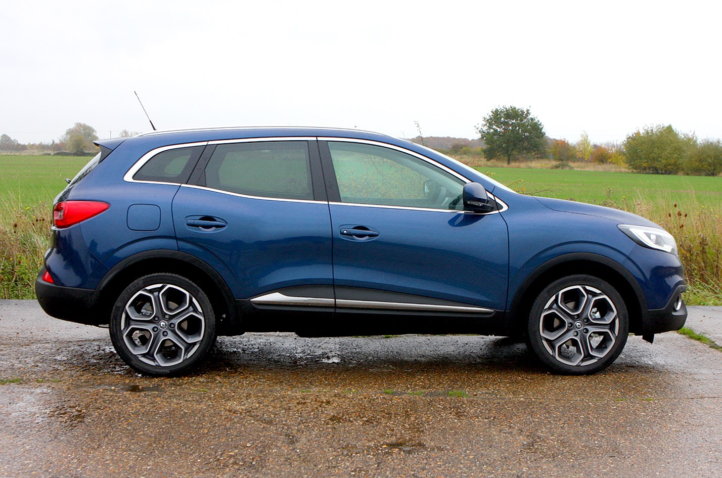 renault kadjar suv review summary parkers. Black Bedroom Furniture Sets. Home Design Ideas