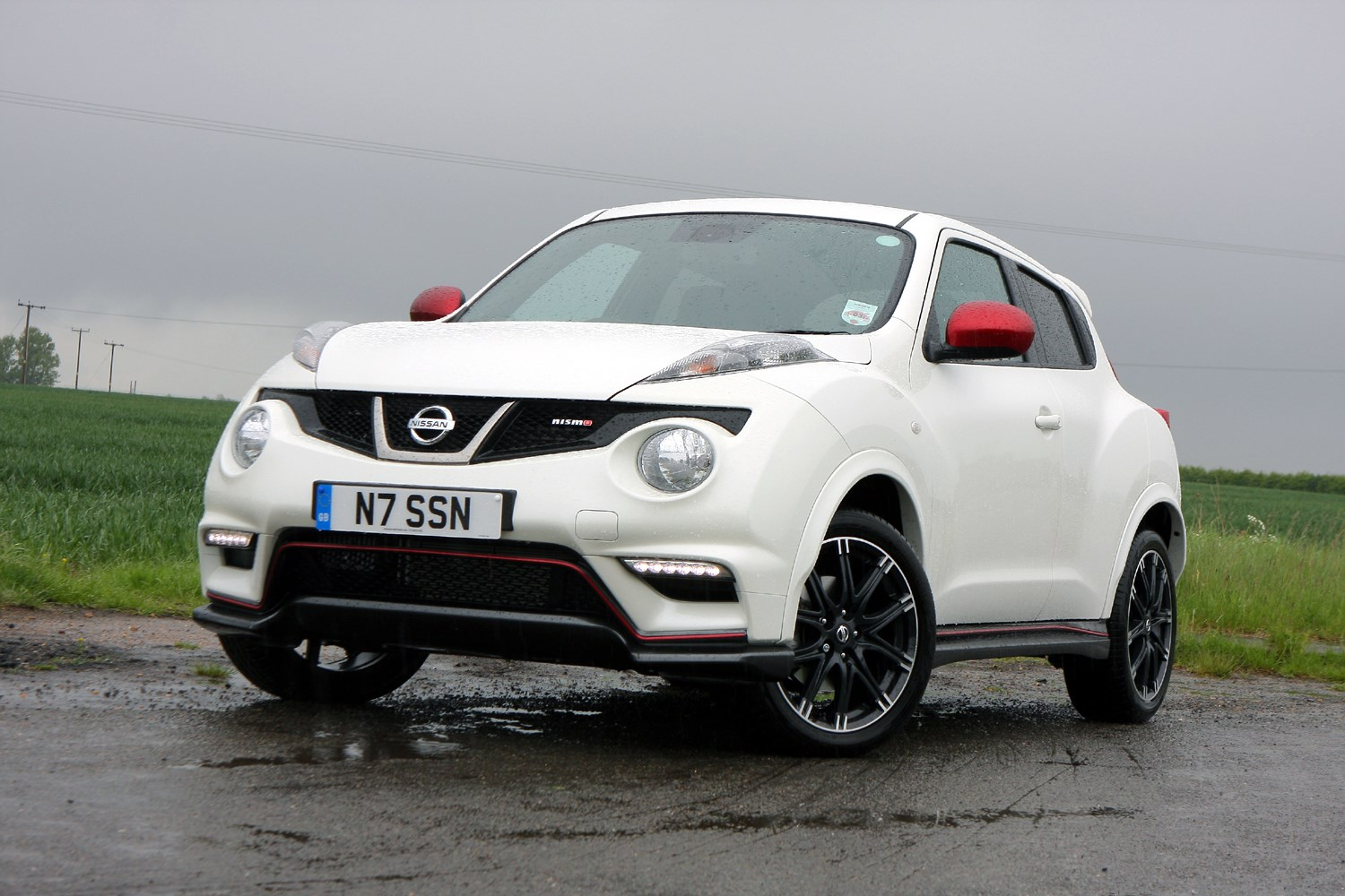 used nissan juke nismo 2013 2018 review parkers. Black Bedroom Furniture Sets. Home Design Ideas
